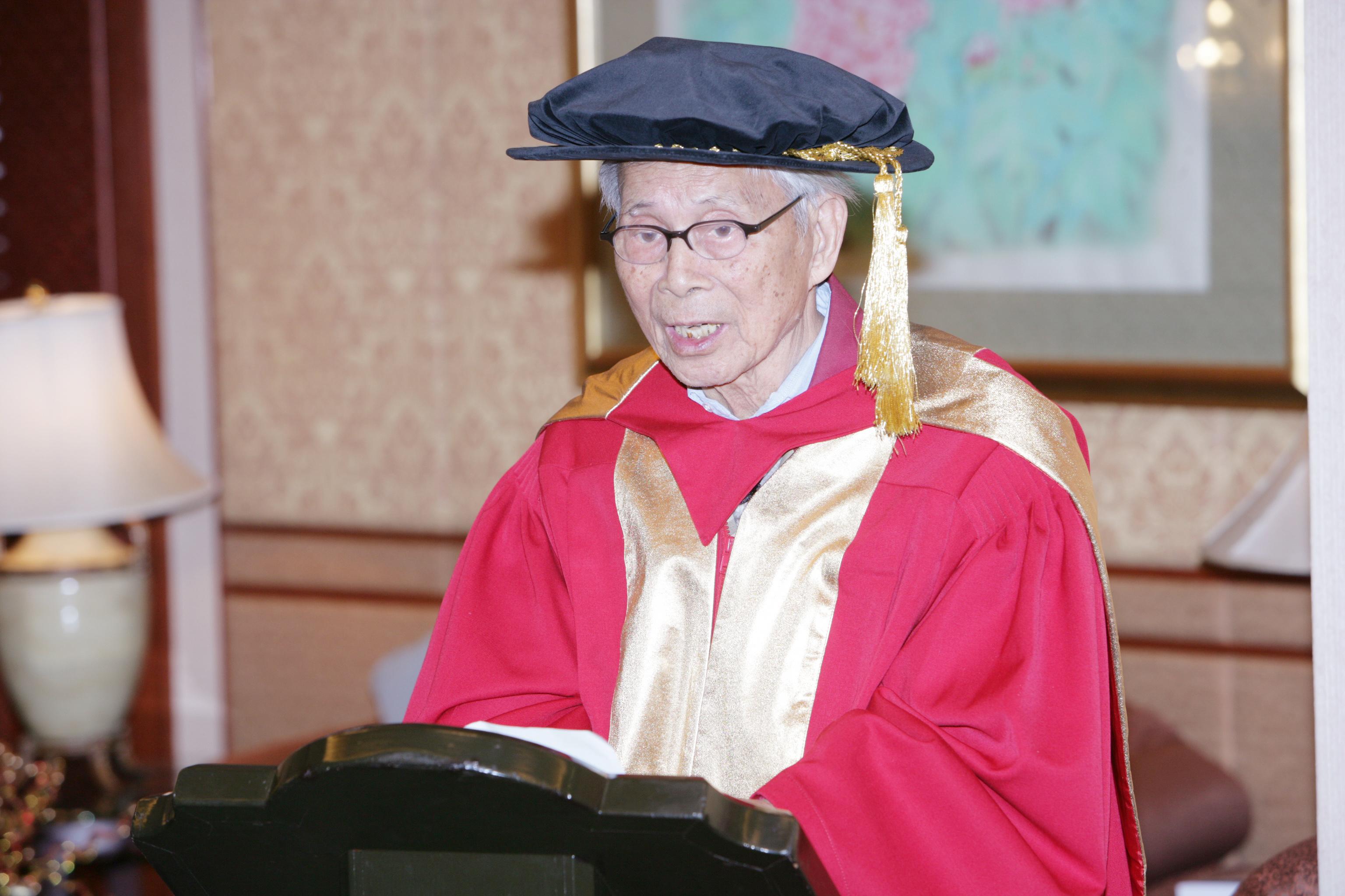 吳冠中教授致辭。