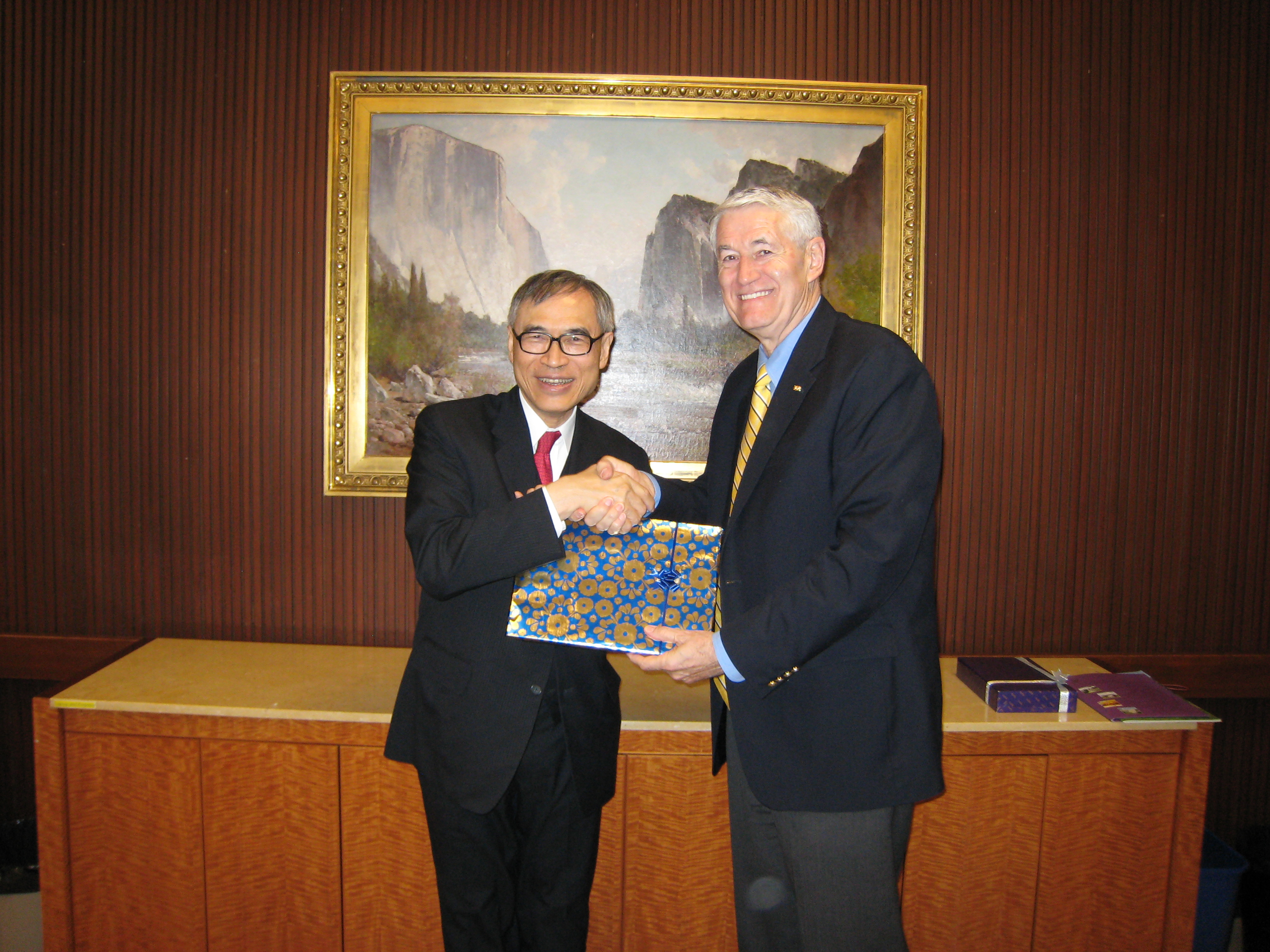 Prof. Lawrence J. Lau, Vice-Chancellor of The Chinese University of Hong Kong (left) and  Prof. Robert Birgeneau, Chancellor of the University of California at Berkeley.