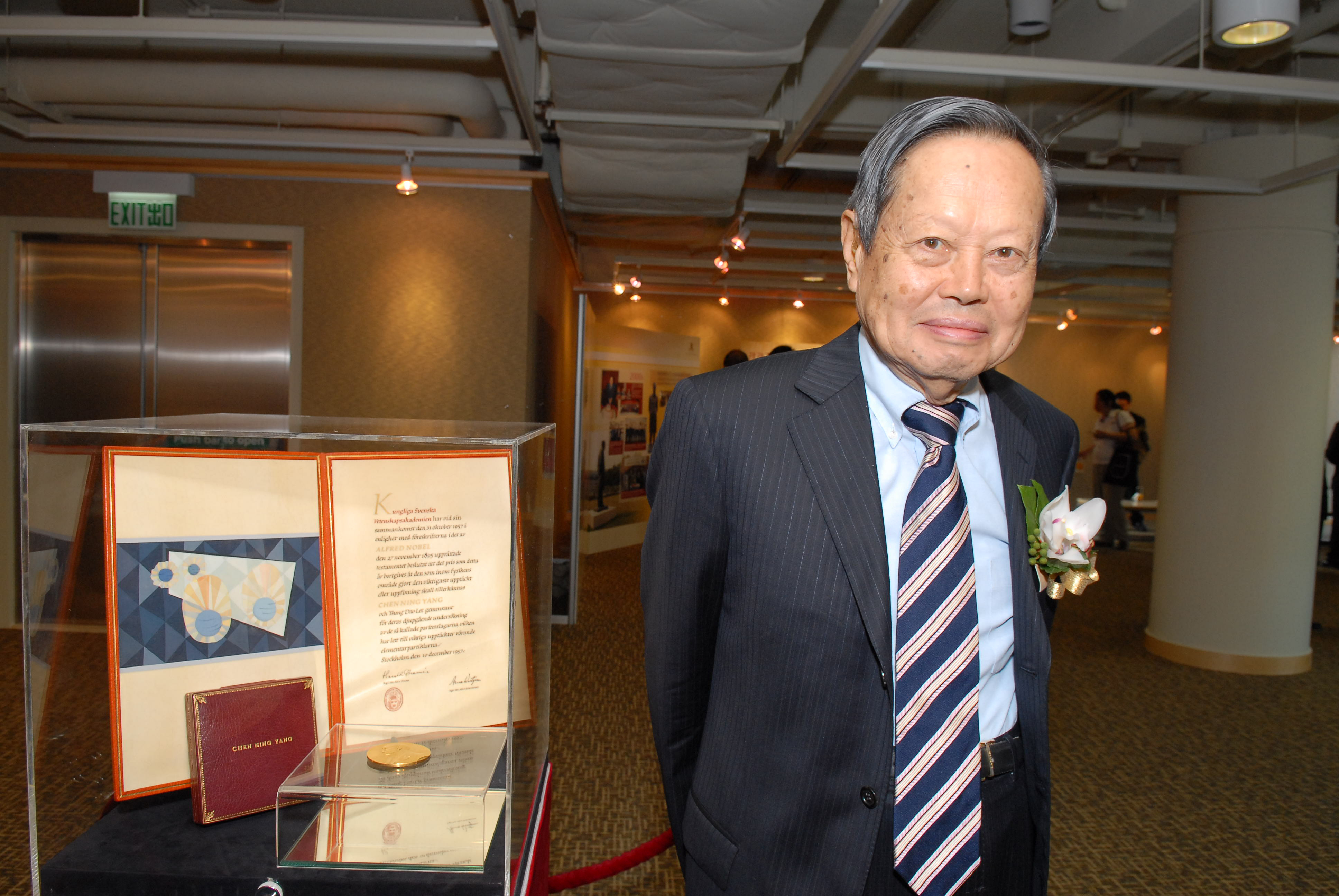 Professor Yang Chen Ning's Nobel medal is on public display to mark the 50th anniversary of his winning the Nobel prize