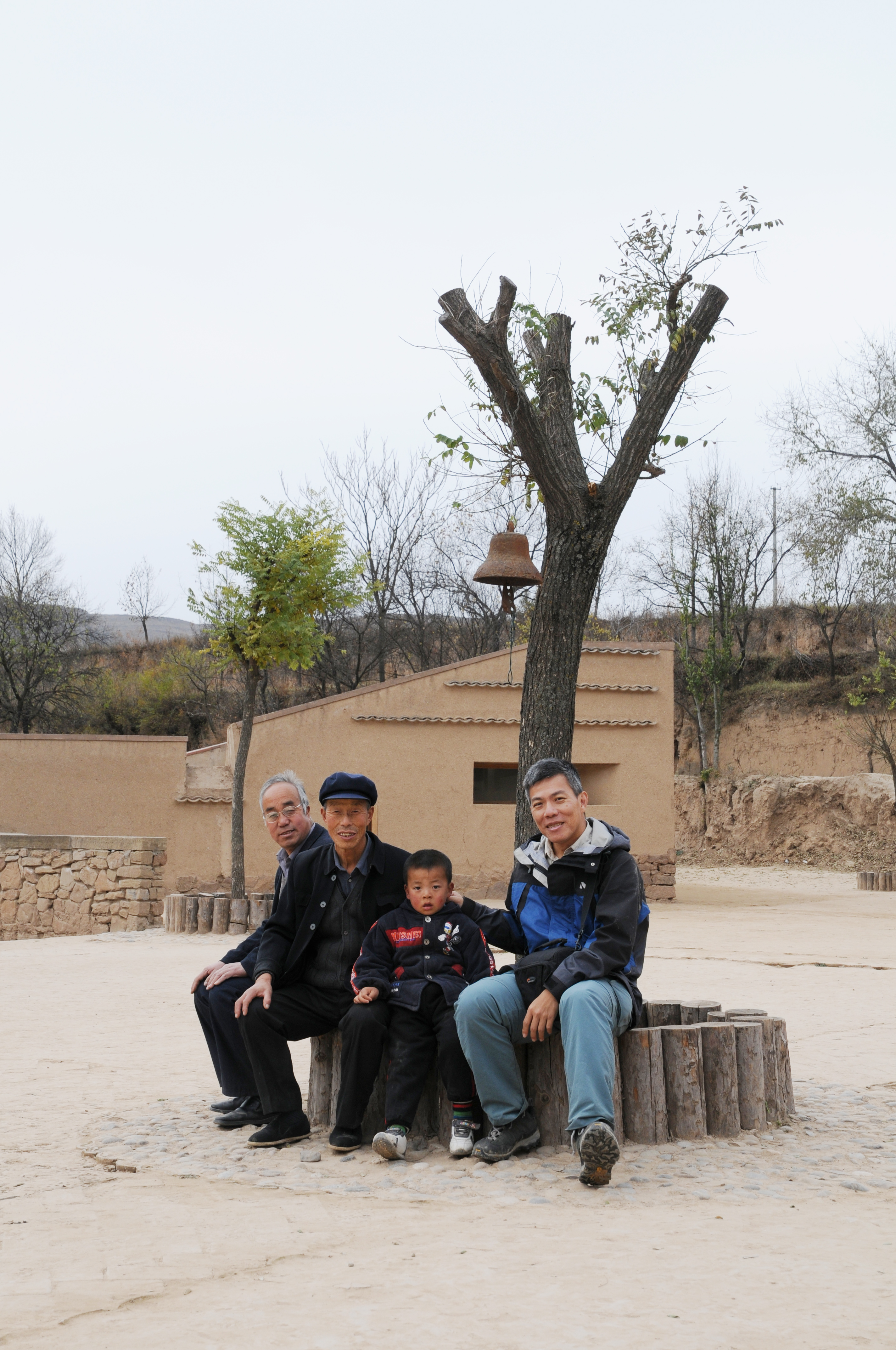 Prof. Edward Ng (right) with a student and his family members at the school