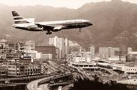 1975年9月2日,国泰首架洛歇超级三星式 (Lockheed L1011 TriStar) 客机在九龙城上空低飞,准备降落启德机场。当天,前港督麦理浩爵士及多名社会贤达皆有出席在机场的新飞机抵港欢迎仪式。三星式飞机设有三台引擎:第一、二台引擎分别悬挂在飞机的左、右主翼下,而第三台引擎则安装于尾翼前,适合中、短程航行用途。