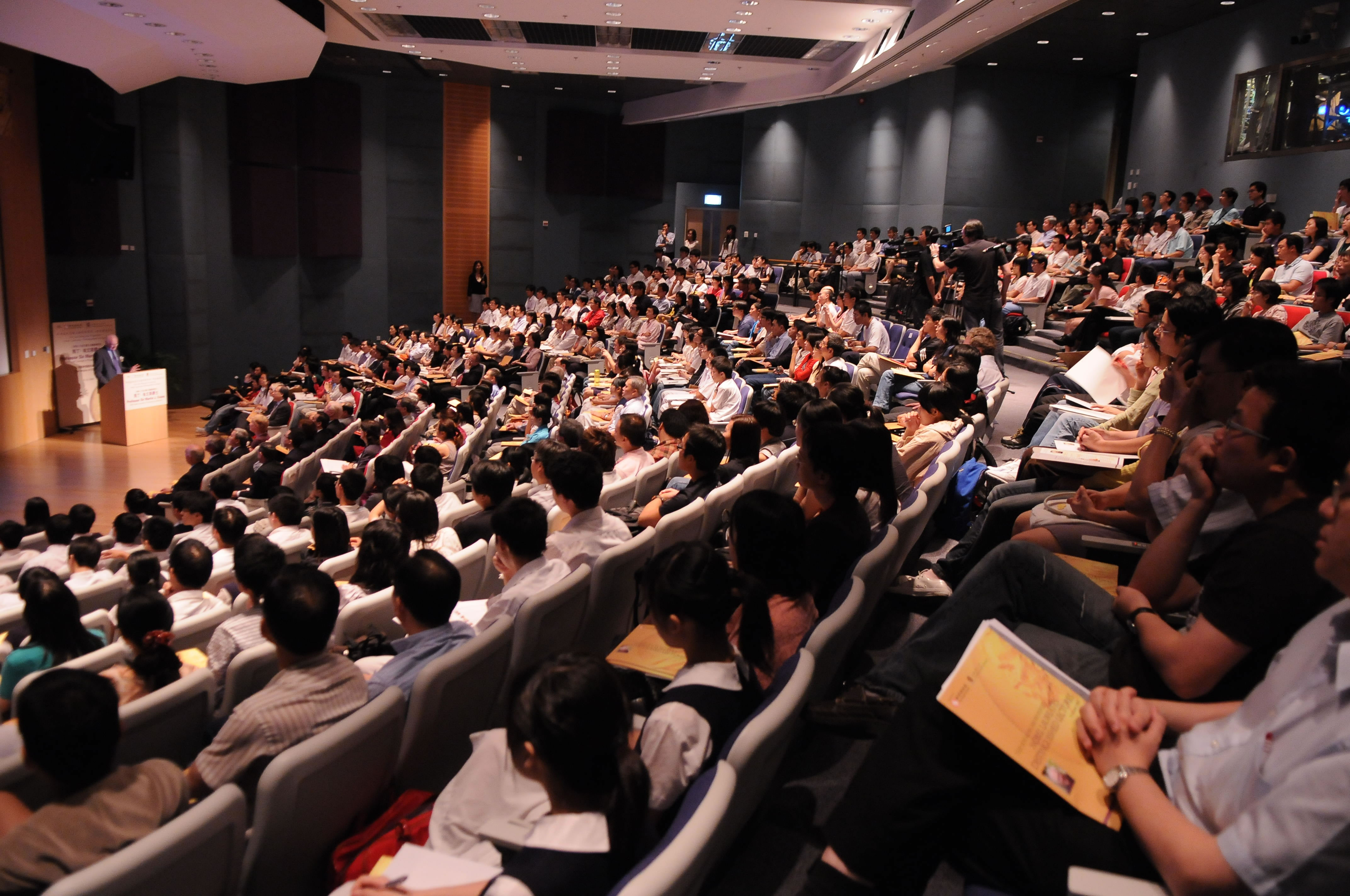 Over 500 guests attend the lecture