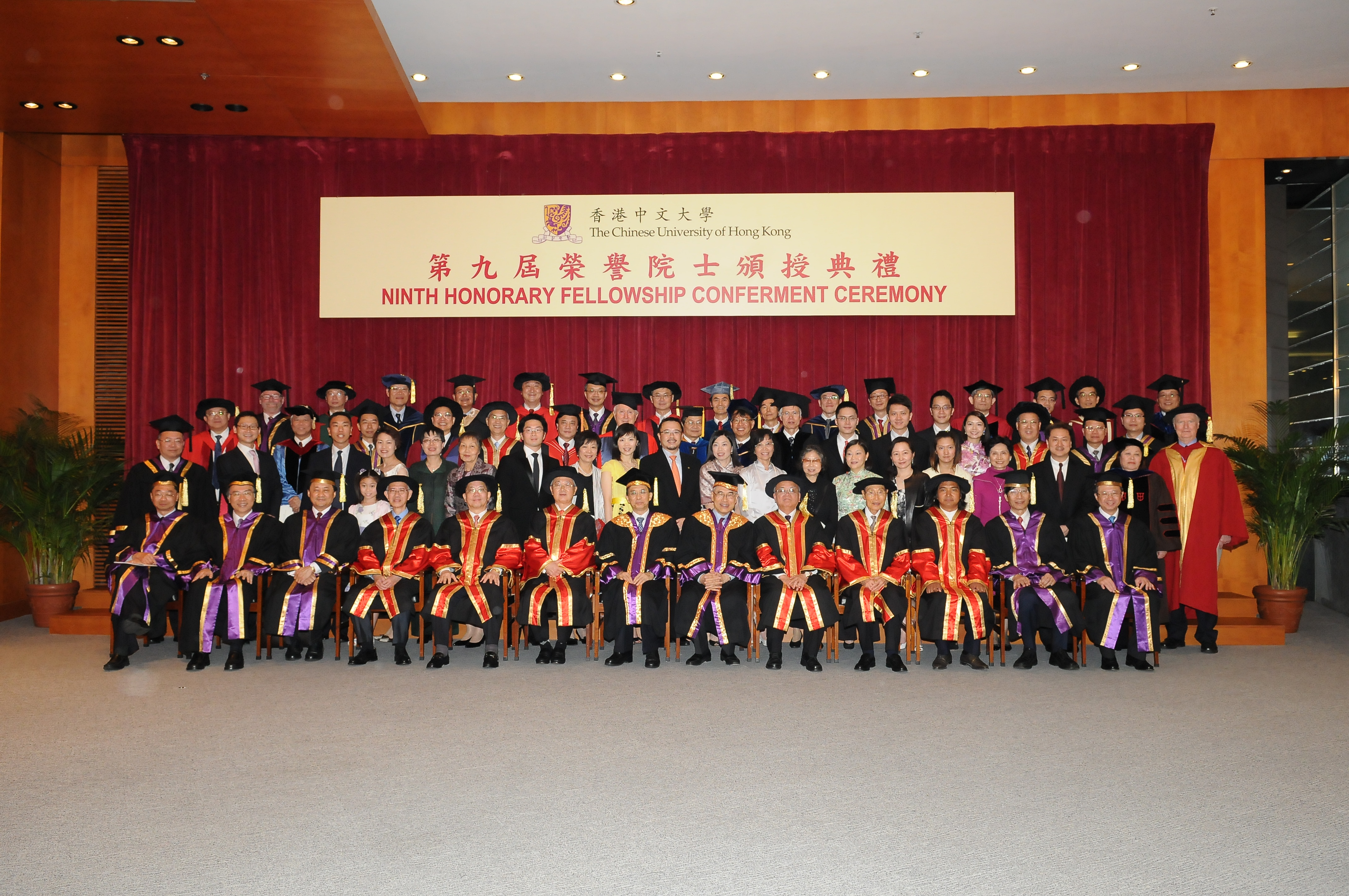 Group photo of the six honorary fellows, Dr. Vincent Cheng, Chairman of the Council (middle of the front row), Professor Lawrence J. Lau, Vice-Chancellor (6th from the right, front row), Professor Benjamin W. Wah, Provost (3rd from the left, front row), and four Pro-Vice-Chancellors: Professor Henry Wong (1st from the left), Professor Jack Cheng (2nd from the left), Professor Kenneth Young (2nd from the right) and Professor Michael Hui (1st from the right).