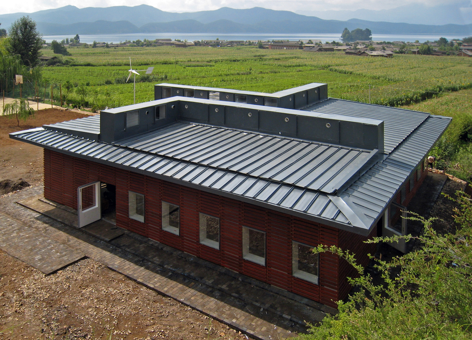 The New Bud Study Hall is well integrated into the scenic views of Lugu Lake as well as the existing village fabric