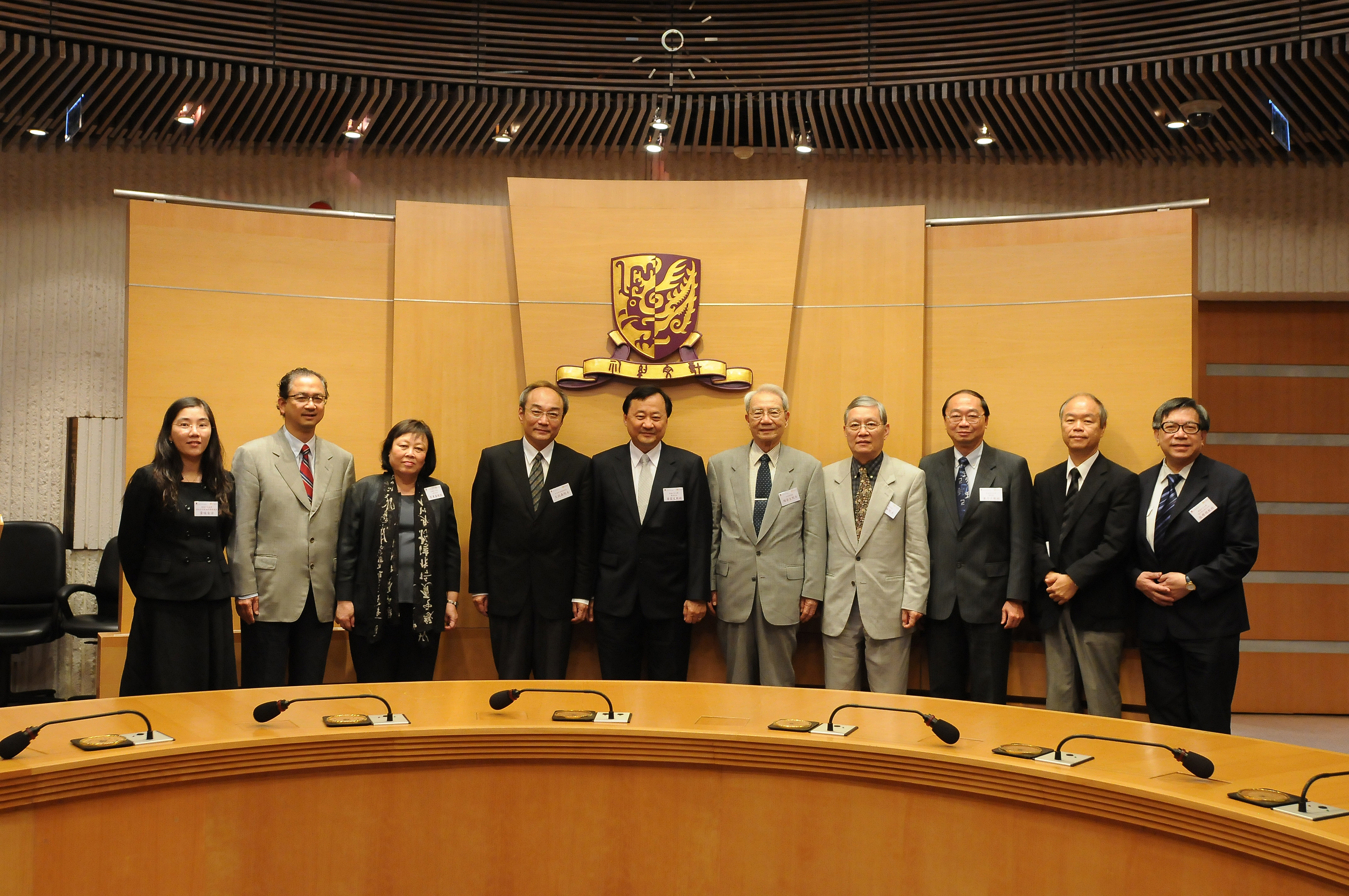 Group photo of Professor Benjamin Wah, Acting Vice-Chancellor, CUHK (5th left) and the Academicians of Academia Sinica