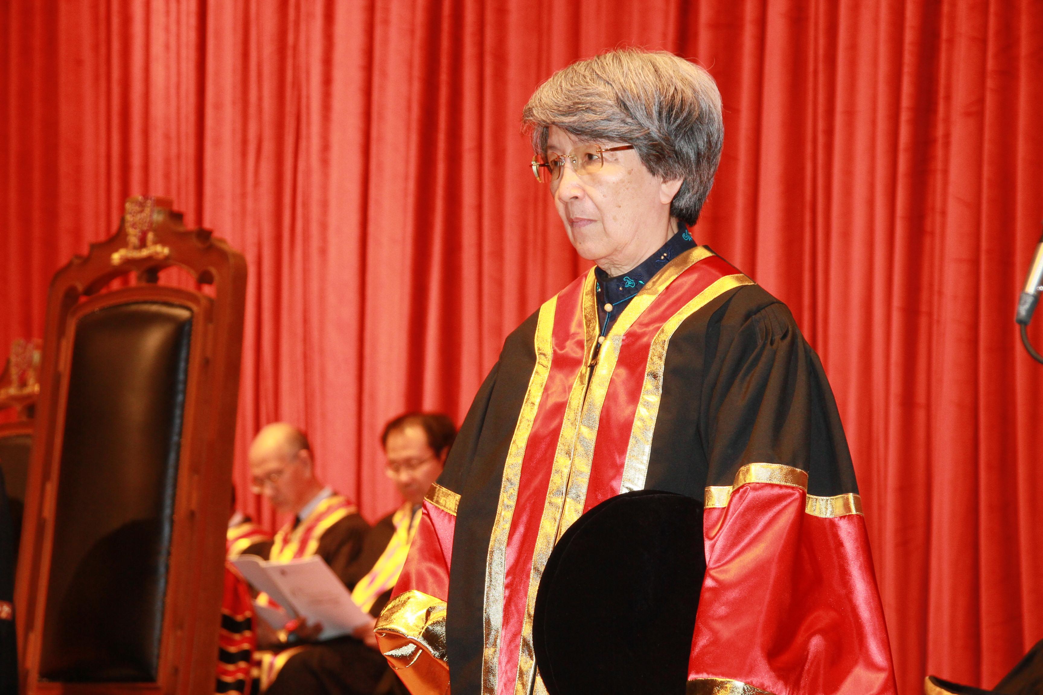 盧瑋鑾教授