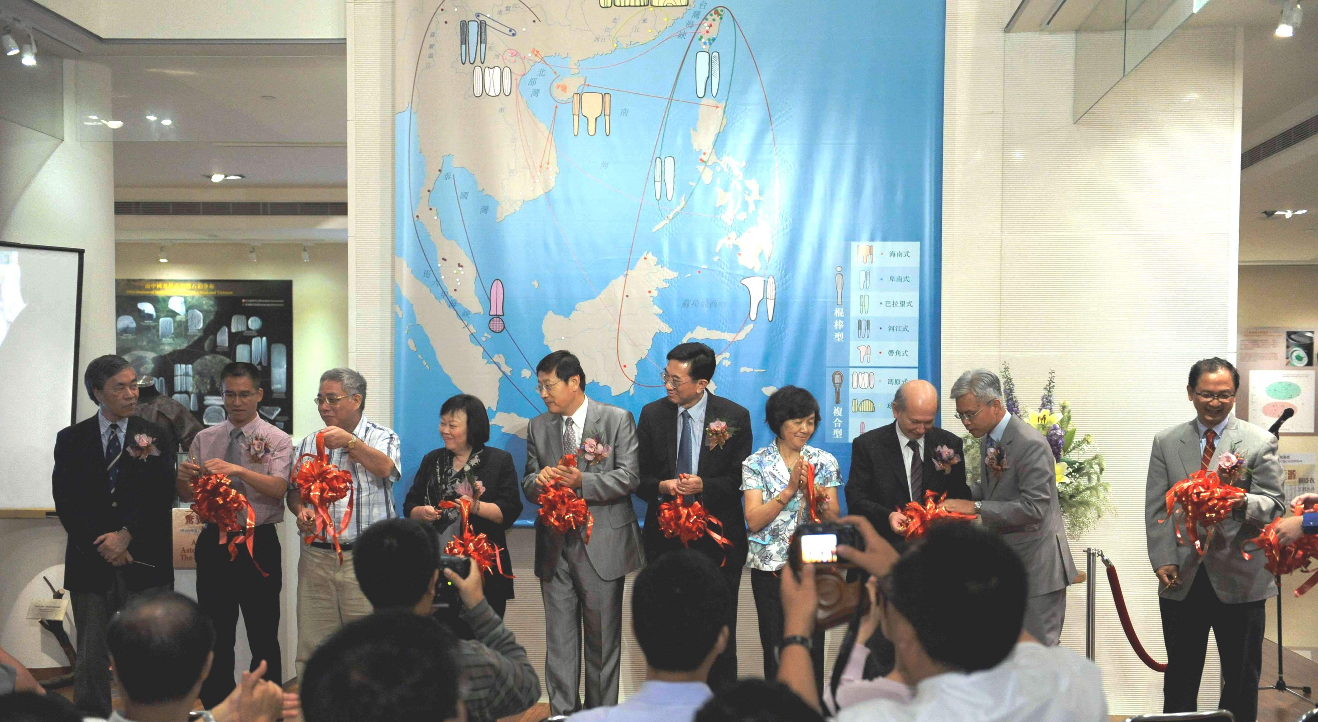 Ribbon cutting ceremony for the opening of 'Origins of Clothes - Barkcloth' Exhibition. From left: Prof. Peter Lam, Director, Art Museum, CUHK; Mr. He Bin, Director, Guangdong Provincial Institute of Relics and Archaeology; Prof. Ho Hon-wai, Vice-President, Institute of History and Philology, Academia Sinica; Prof. Hsiung Ping Chen, Faculty of Arts, CUHK; Prof. Wang Wei, Director, Institute of Archaeology, Chinese Academy of Social Sciences; Prof. Shun Kwong-loi, Director, Institute of Chinese Studies, CUHK; Ms. Su Guifen, Director General, Administration of Cultural Heritage of Guangdong Province; Prof. David Faure, CUHK-CCK Foundation Asia-Pacific Centre for Chinese Studies; Dr. Louis Ng Chi Wah, Assistant Director (Heritage and Museums) of Leisure and Cultural Services Department; and Prof. Tang Chung, Director, Centre for Chinese Archaeology and Art, CUHK