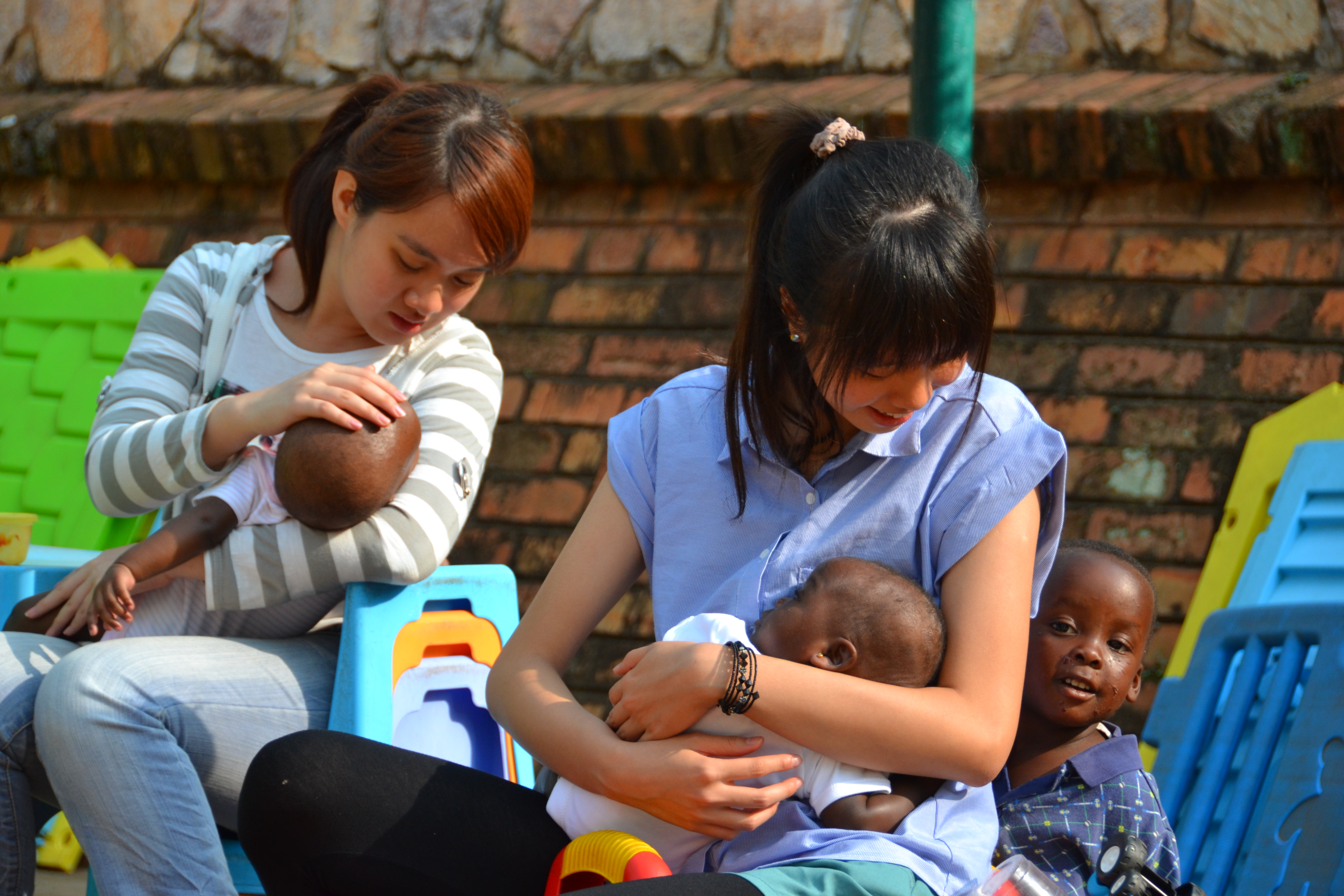 The students help to feed babies at the babies' homes.