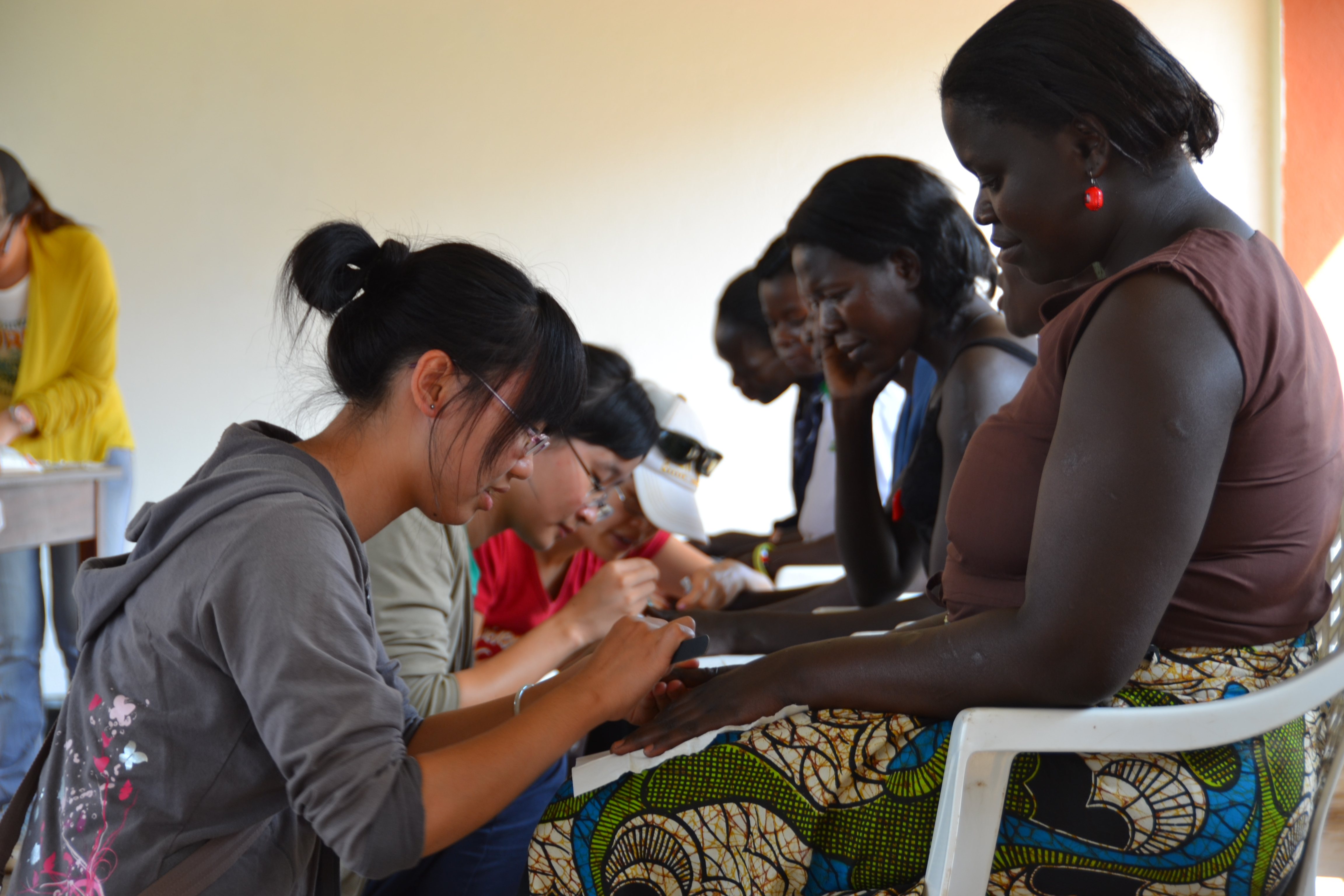 The students give manicures and facial treatment to the vulnerable women and hope they can feel the love and confidence they deserve.