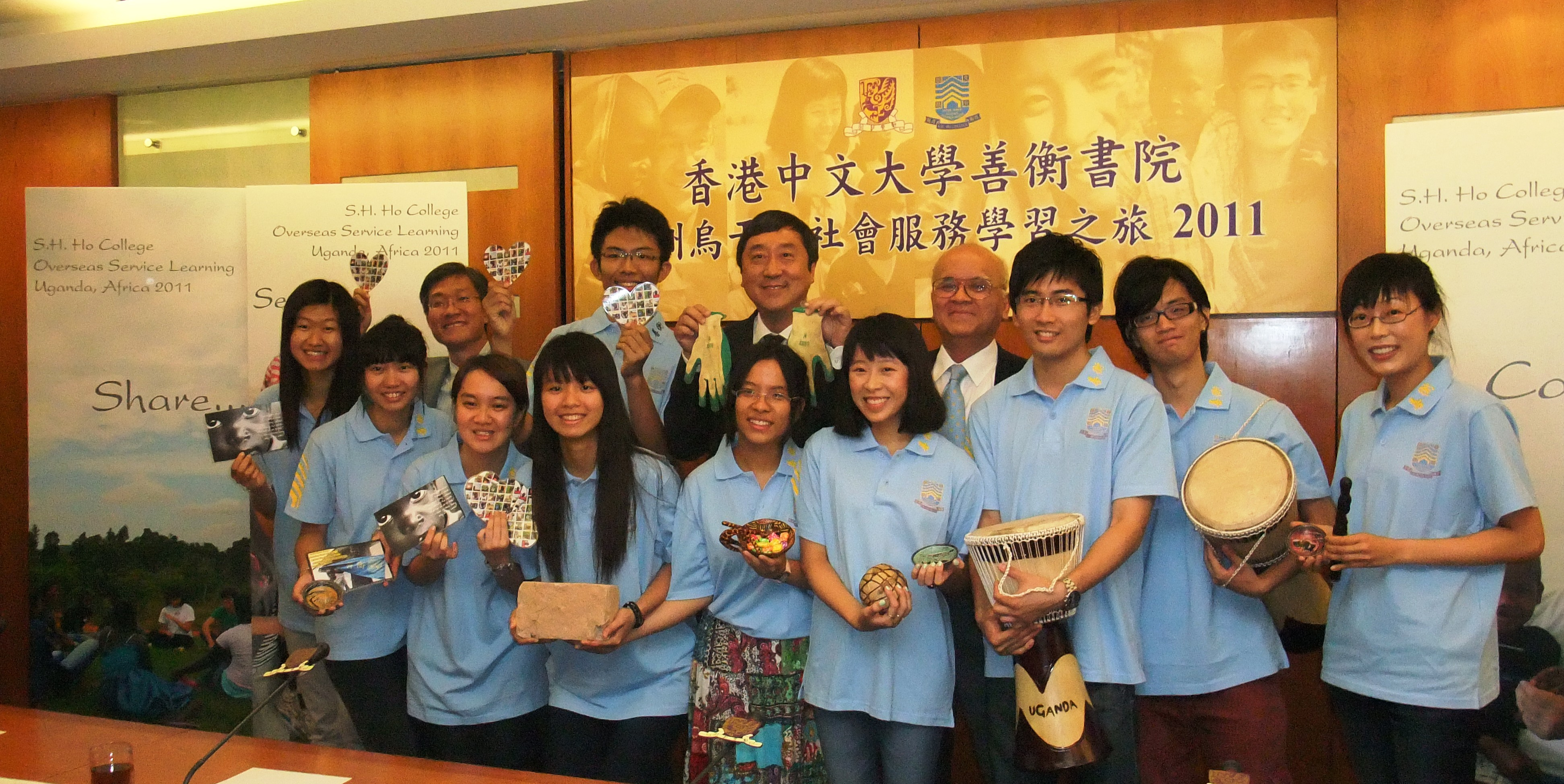 A group photo of Prof. Joseph J.Y. Sung, CUHK Vice-Chancellor (fourth left, second row); Prof. Samuel Sun, Master of S.H. Ho College (fifth left, second row); Prof. Wong Kam-bo, Dean of Students, S.H. Ho College (second left, second row), and students joining the Uganda trip.