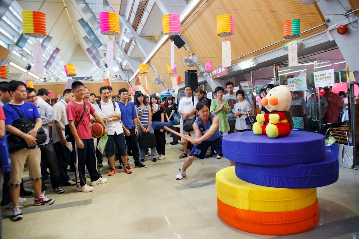 新奇好玩的摊位游戏吸引大批职员参加