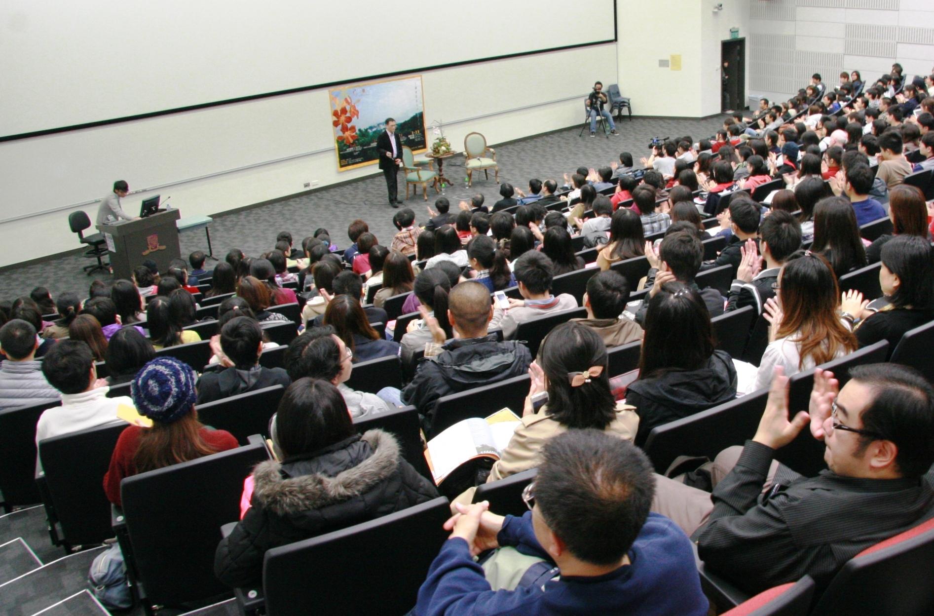 李欧梵教授讲座反应热烈,全场爆满。