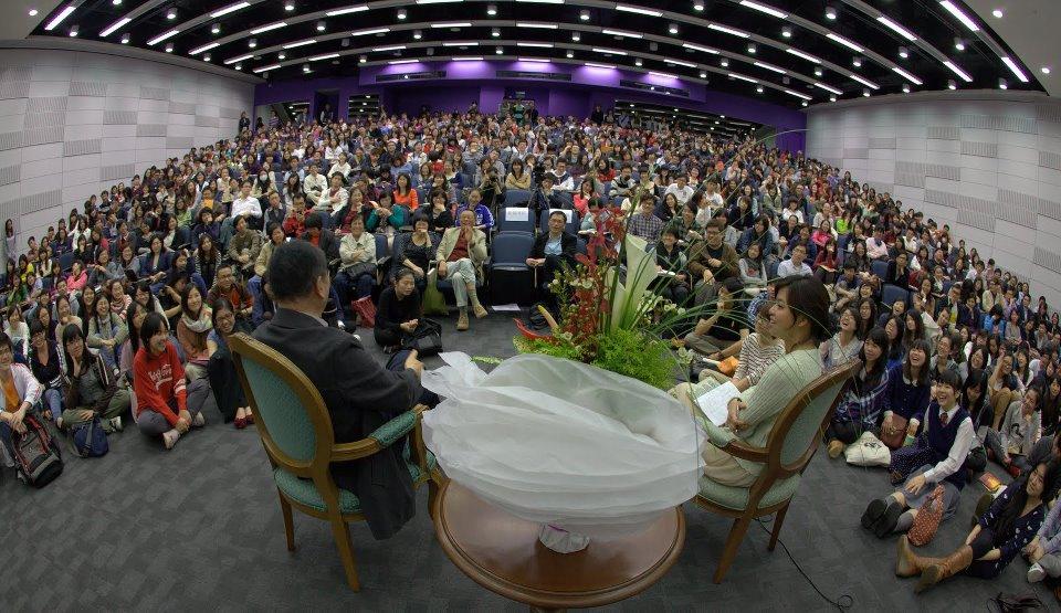 白先勇教授讲座吸引约七百名师生听讲,全场爆满。