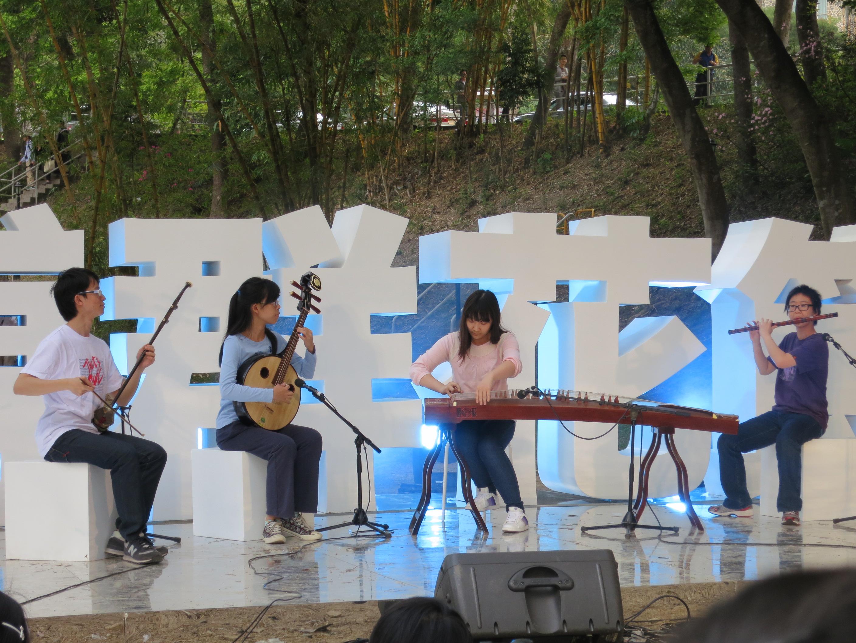 學生表演多項傳統及中西文化交融的創新藝術。