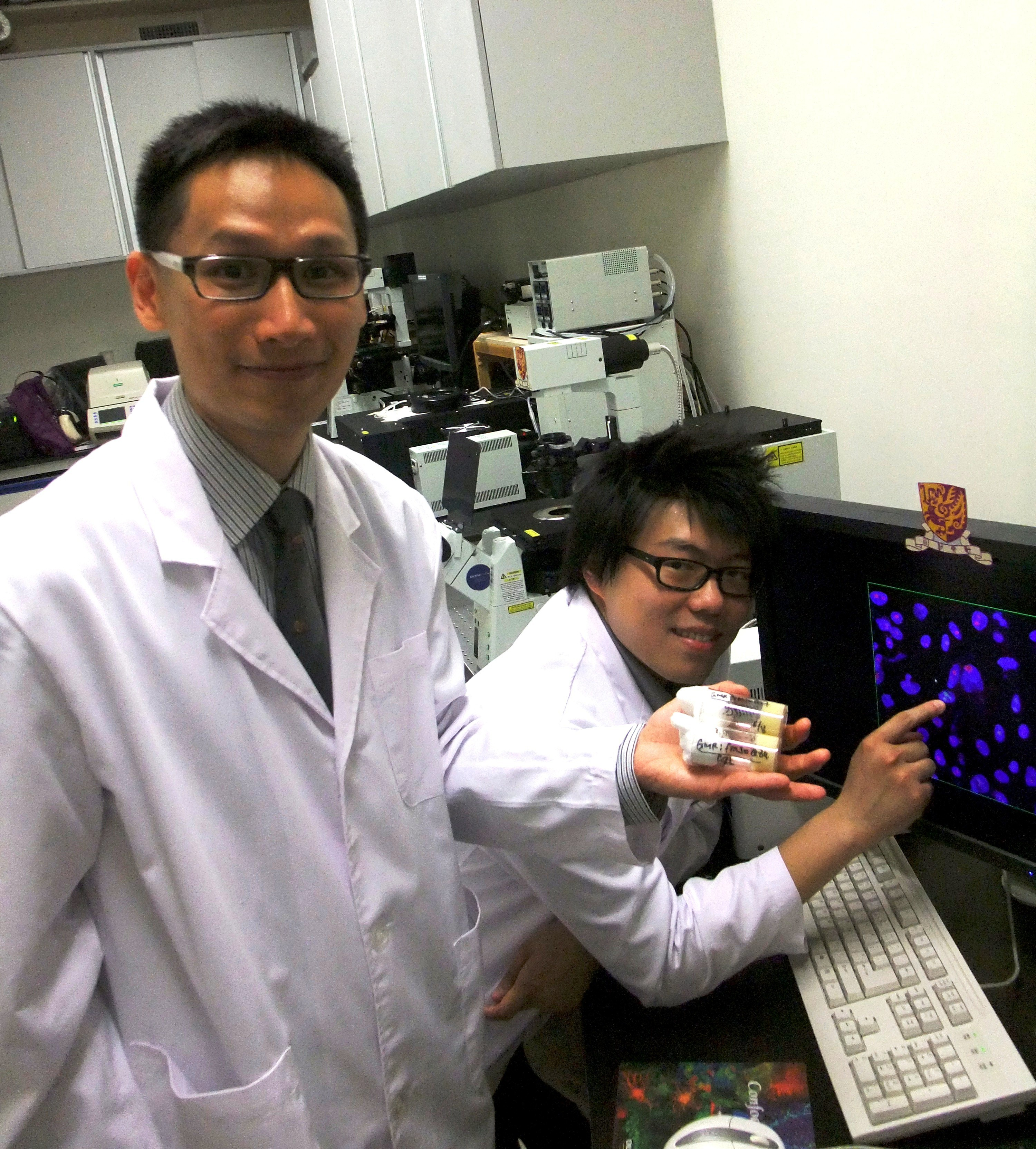 Prof. Edwin H.Y. Chan (left) of the School of Life Sciences and his PhD student, Mr. Frankie H. Tsoi, illuminate pathogenic pathways of Spinocerebellar Ataxias.