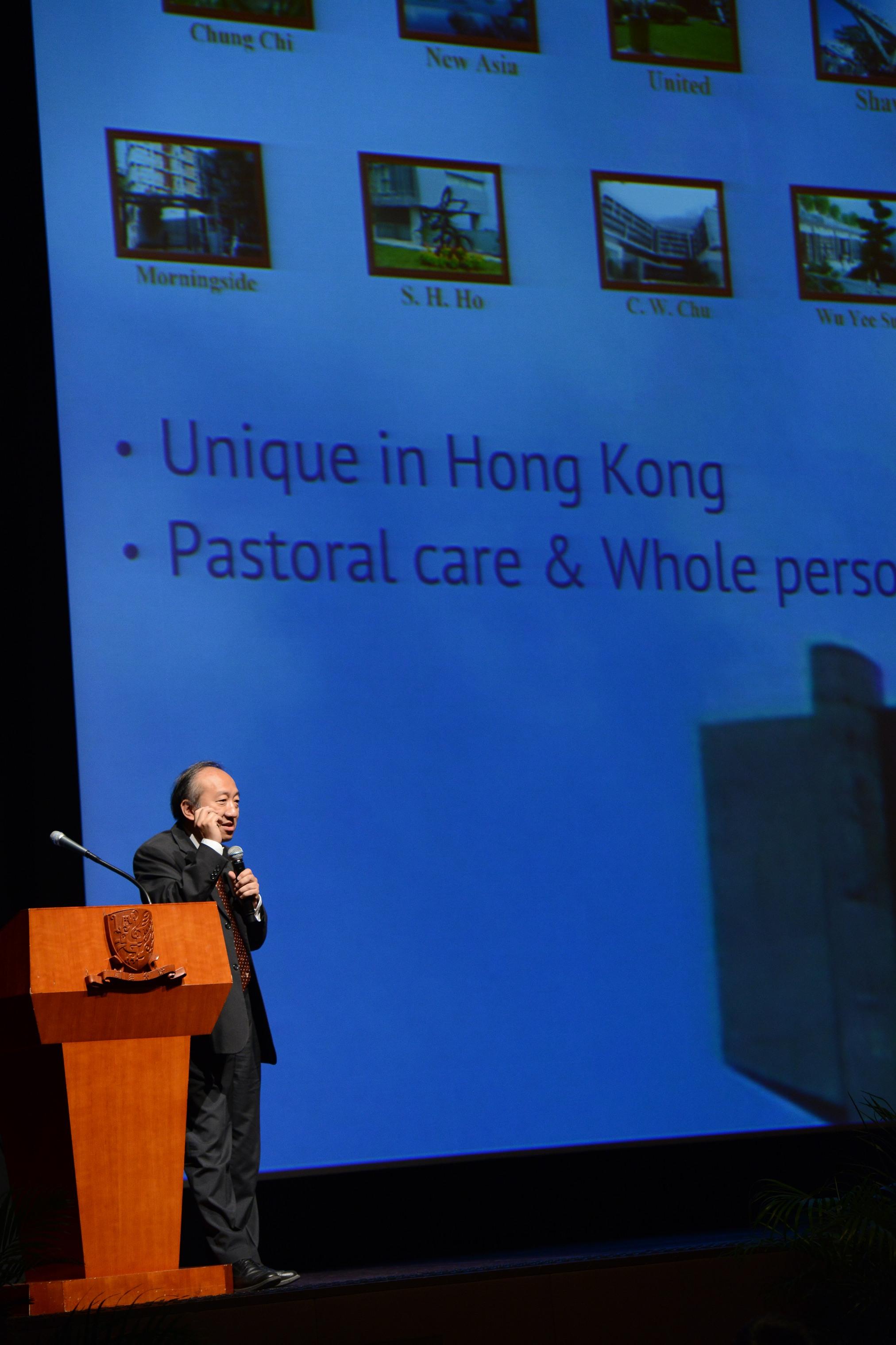 中大副校長侯傑泰教授介紹中大的書院特色及四年制本科課程。