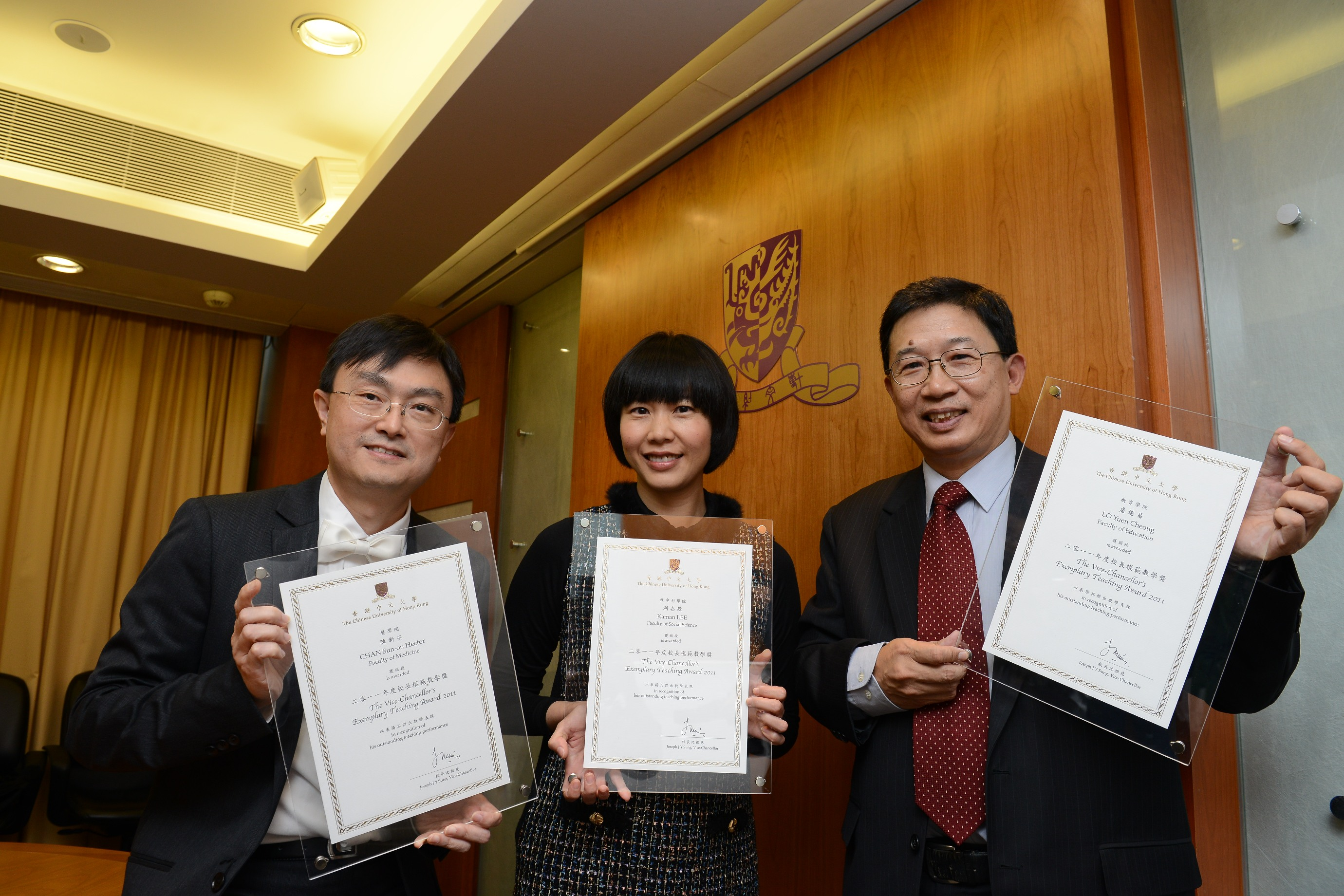 (From left) Prof. Hector Chan, Prof. Kaman Lee and Mr. Lo Yuen-cheong, awardees of Vice-Chancellor's Exemplary Teaching Award 2011, share their teaching experience.