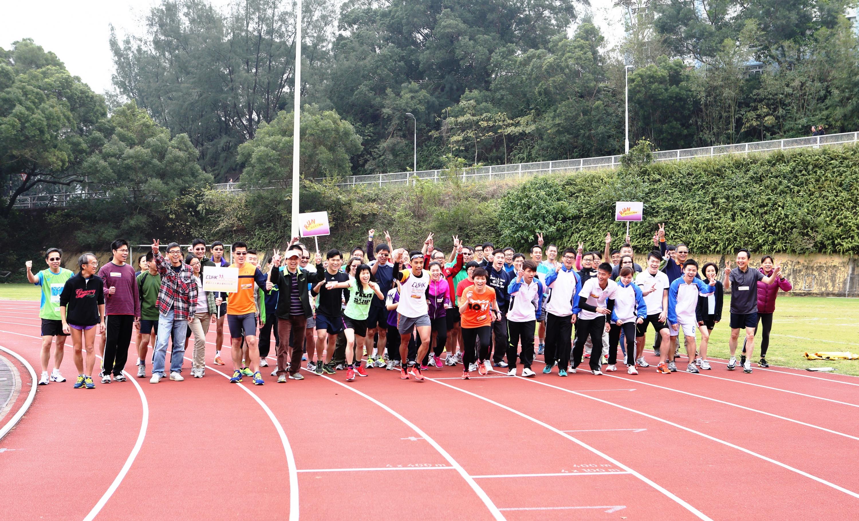 中大首次成立馬拉松隊,賀金禧校慶。
