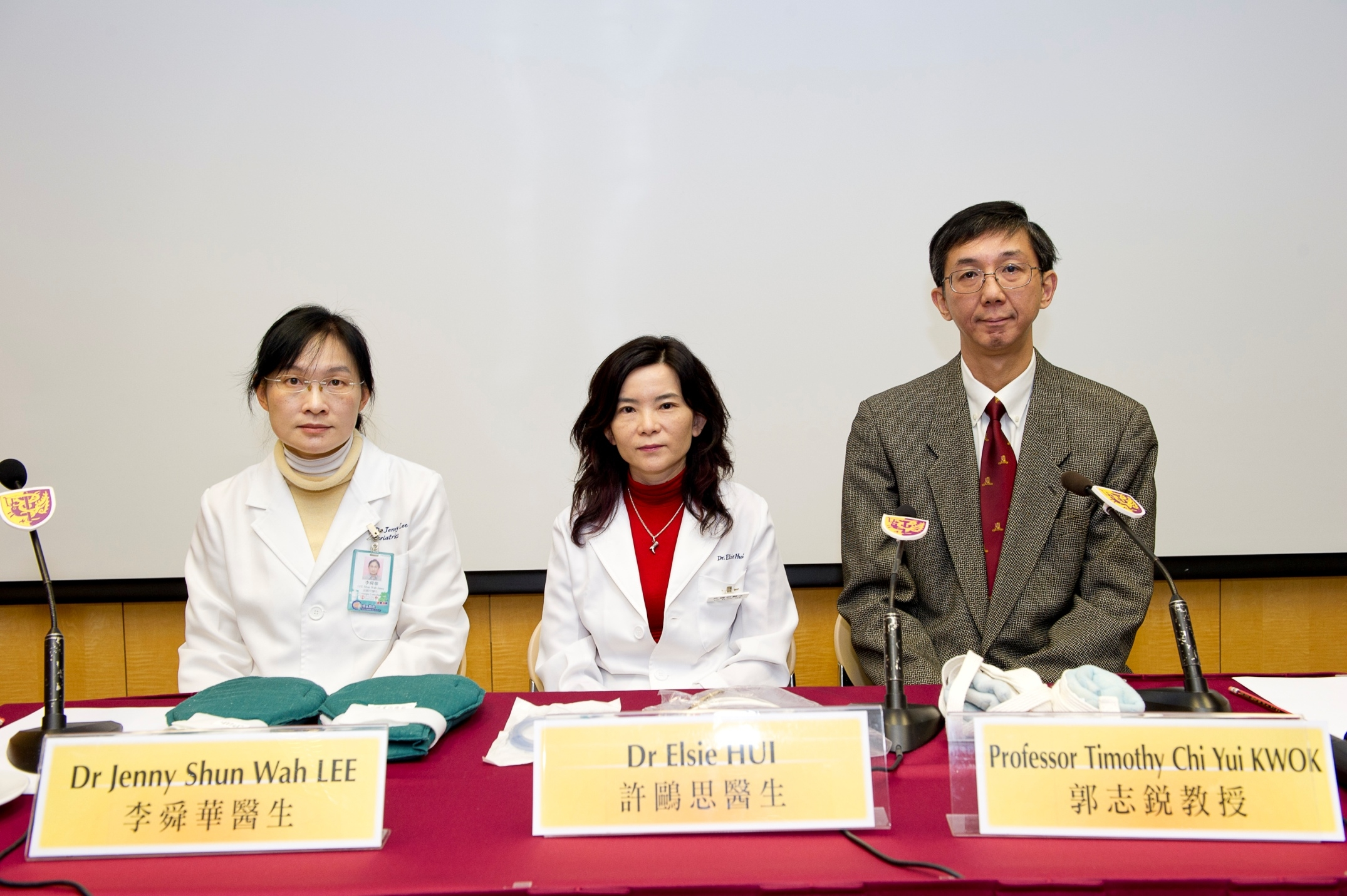 (From Left) Dr Jenny Shun Wah LEE and Dr Elsie HUI, Associate Consultant and Chief of Service, Department of Medicine and Geriatrics, Shatin Hospital, respectively; and Professor Timothy Chi Yui KWOK, Professor, Division of Geriatrics, Department of Medicine and Therapeutics, CUHK