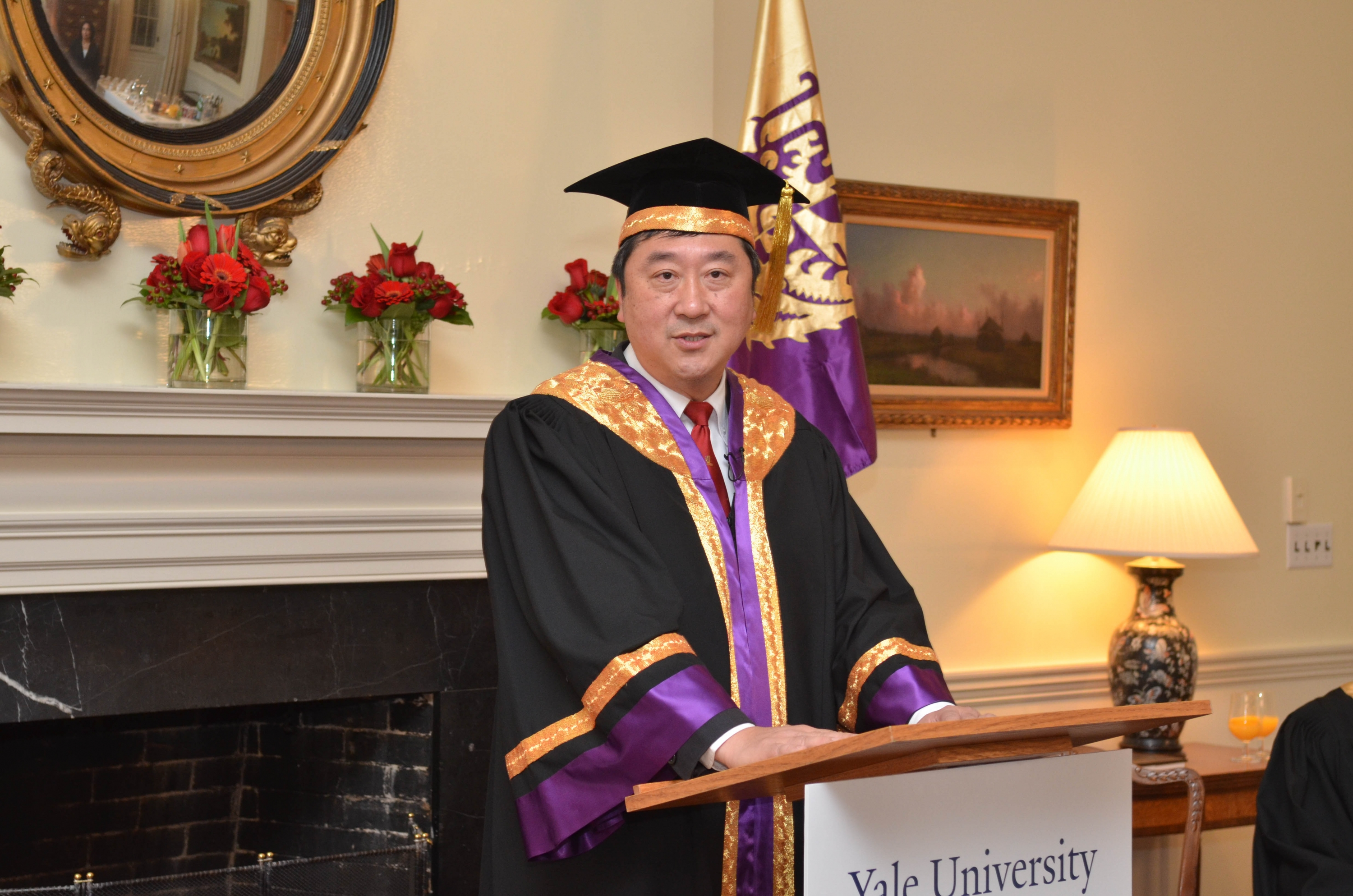 Professor Sung delivers his speech.