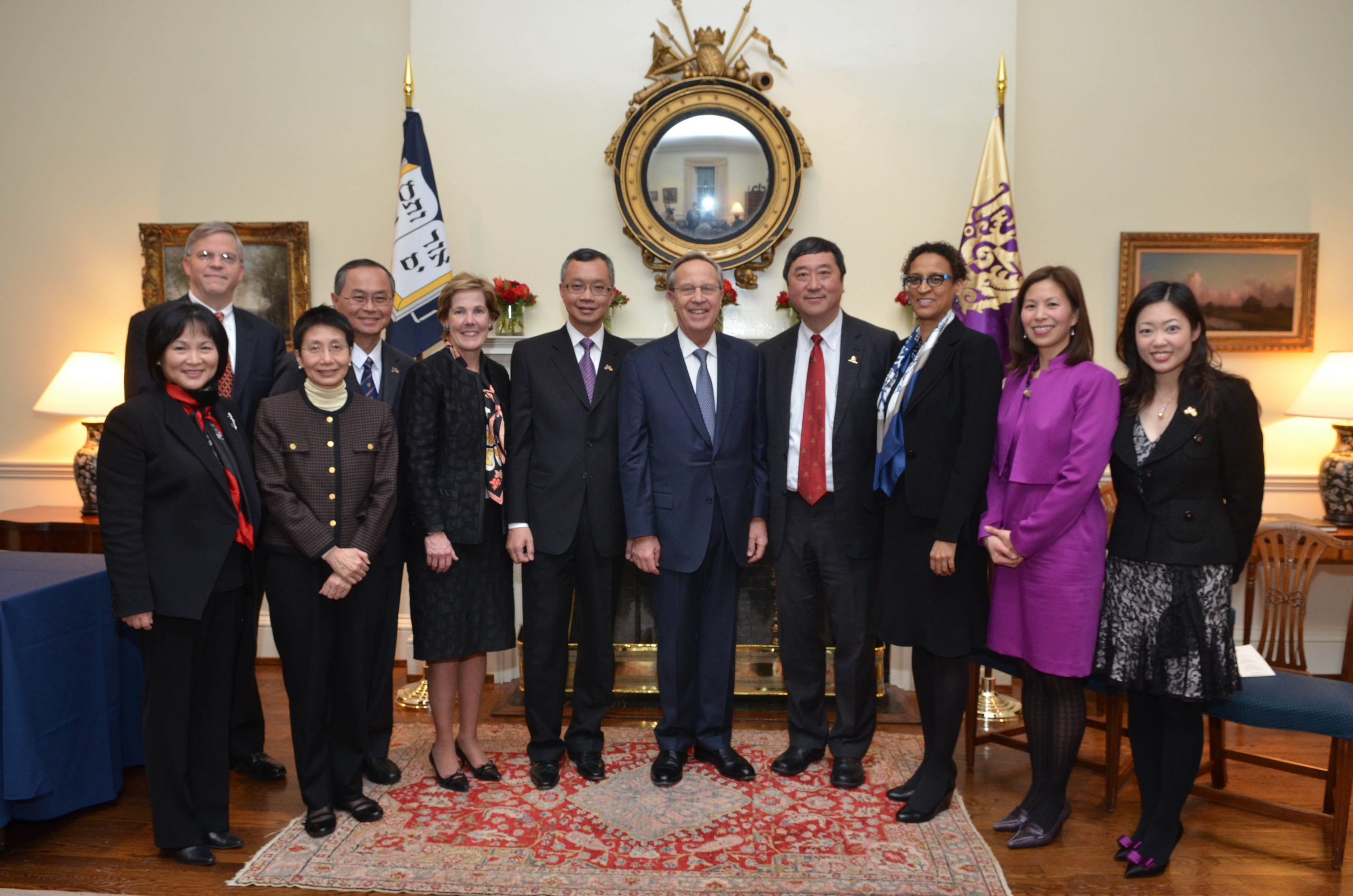 Members of CUHK delegation and Yale University pose for a group photo.