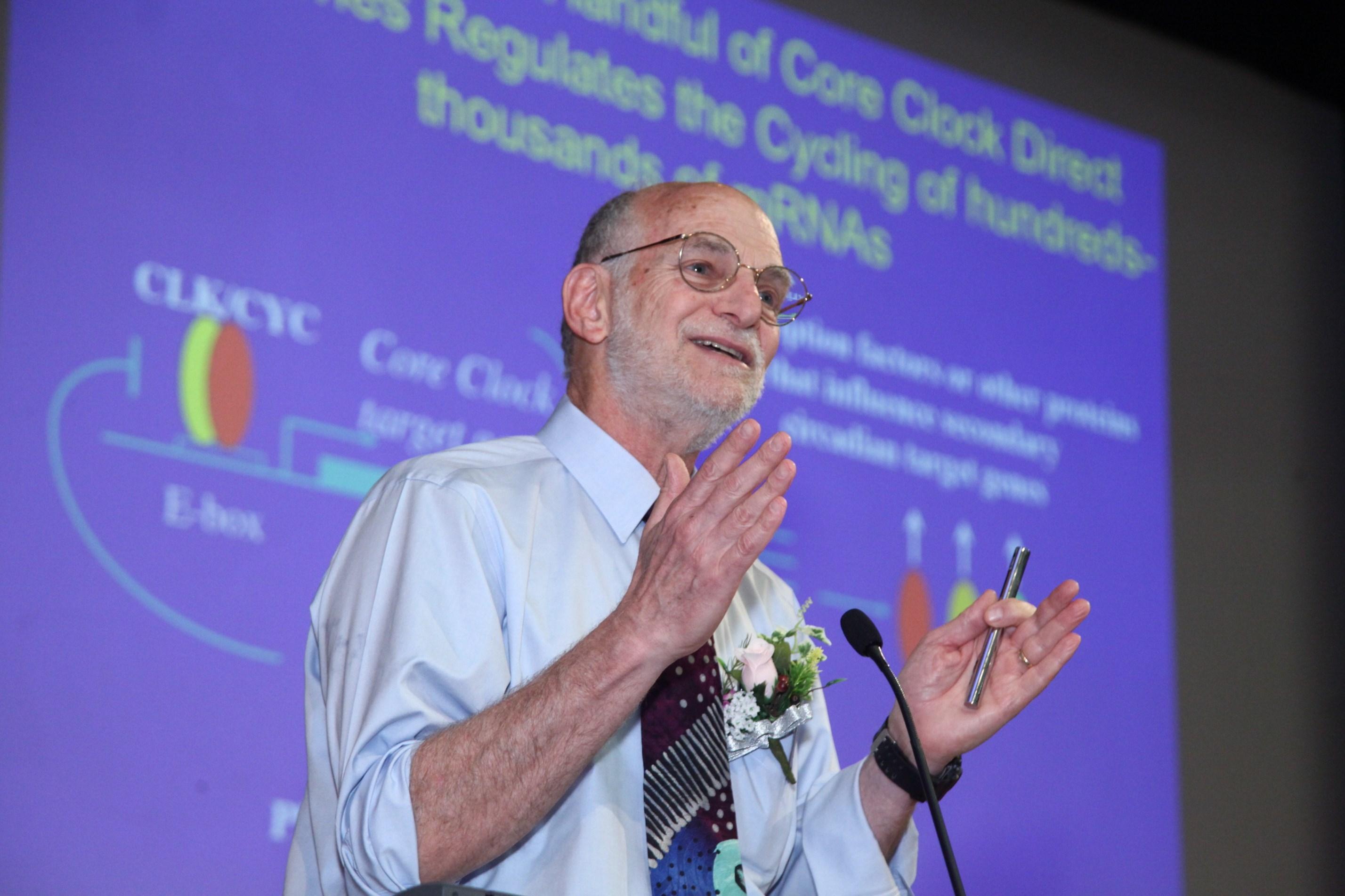 邁克爾•羅斯巴殊教授以「晝夜節律的循環控制:回望廿載與展望未來」為題發表演說。