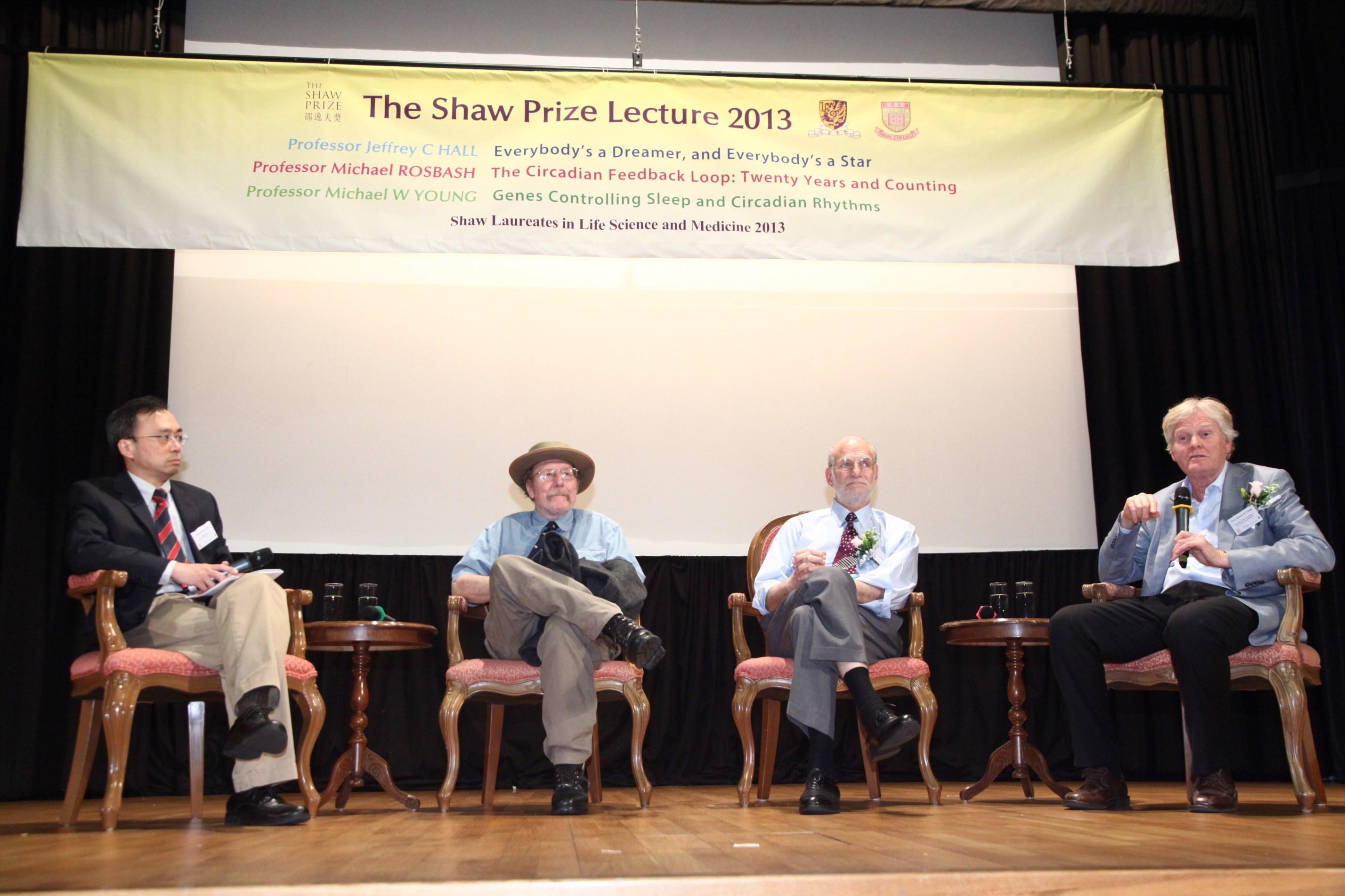(左起)中大生物醫學學院陳文樂教授、2013年邵逸夫生命科學與醫學獎得主傑弗理•霍爾教授、邁克爾•羅斯巴殊教授及邁克爾•楊教授。