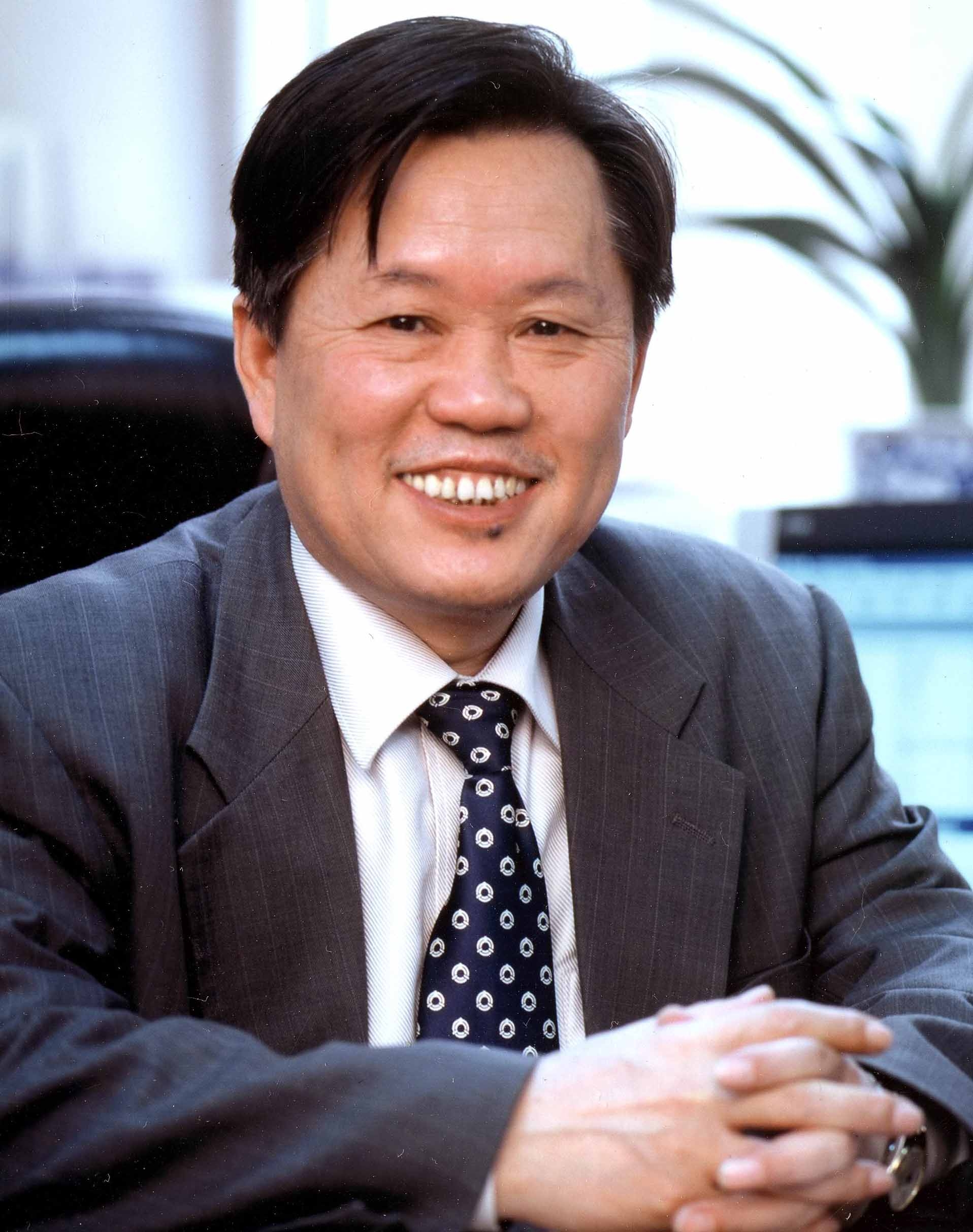 Prof. Li Guojie of the Division of Information and Electronic Engineering