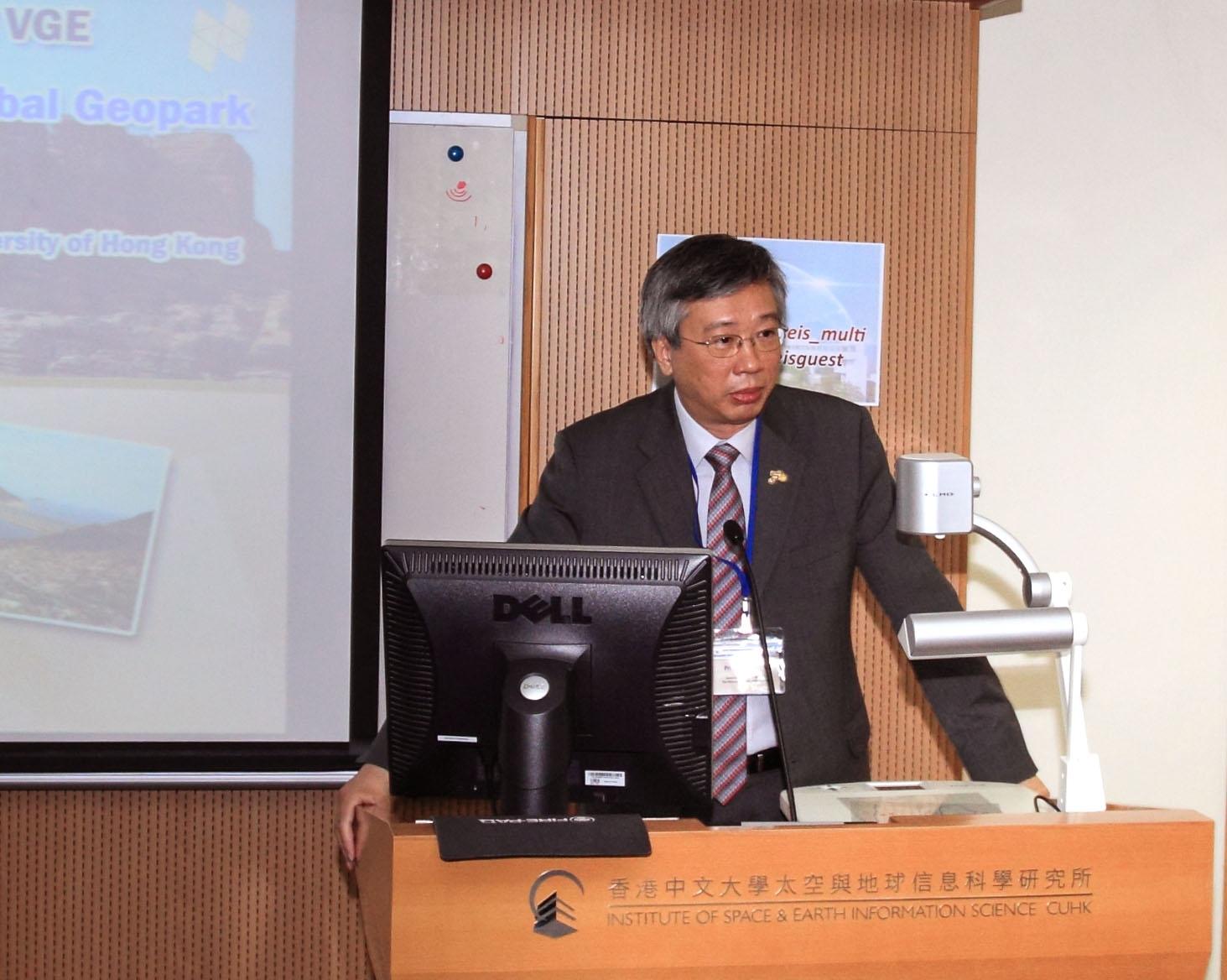 中大协理副校长冯通教授致欢迎辞。