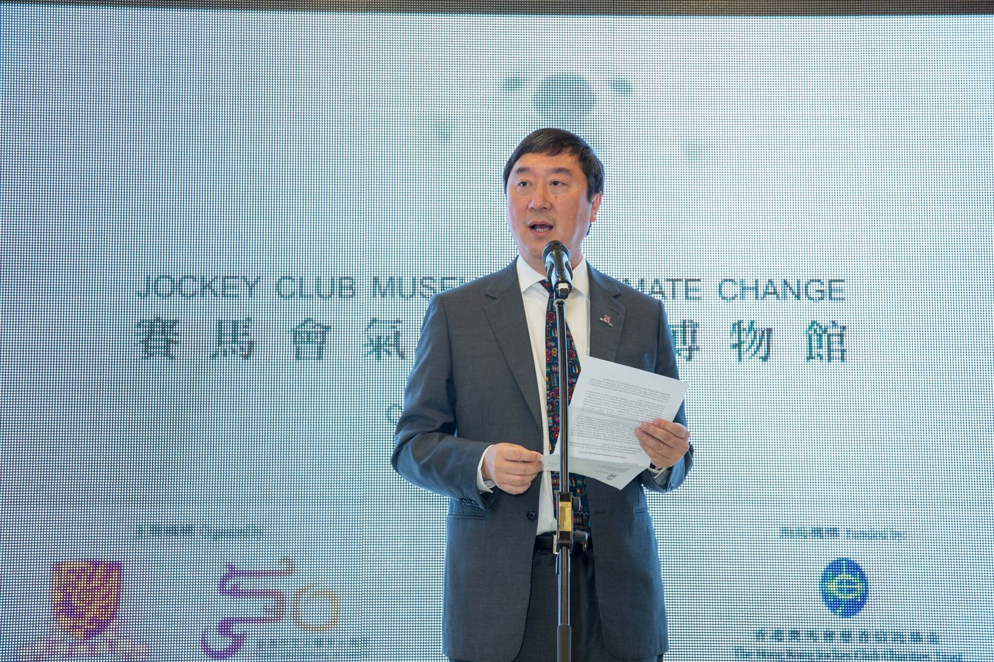 Prof Joseph J Y SUNG, Vice-Chancellor and President of CUHK, gives a speech.
