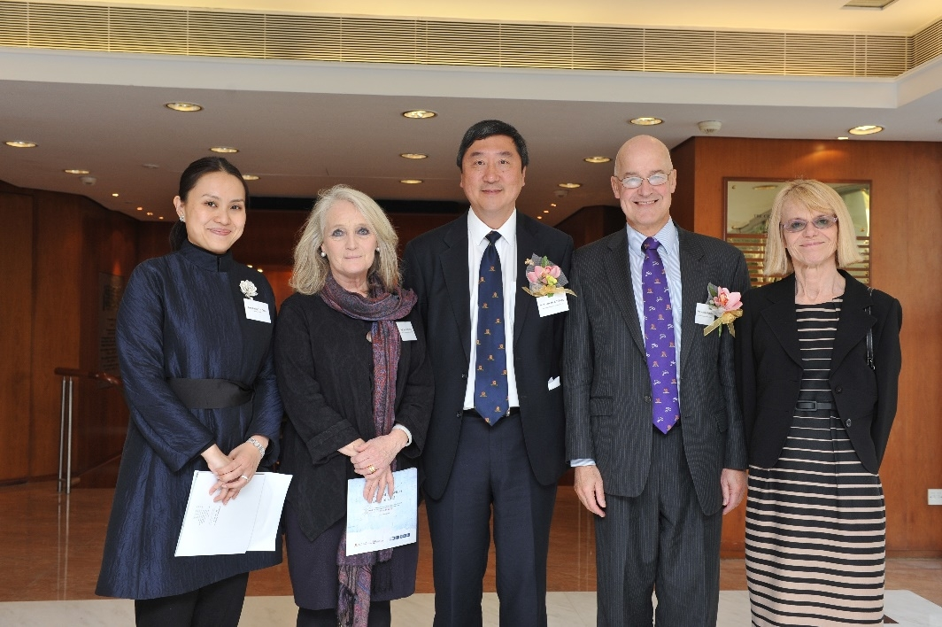 (from left) Prof. Emily Y. Y. Chan, Director of CCOUC, Prof. Sian M. Griffiths, Director of Centre for Global Heath of CUHK, Prof. Joseph J. Y. Sung, Vice-Chancellor of CUHK, Prof. Andrew Hamilton, Vice-Chancellor of Oxford University and Mrs. Jennifer Hamilton attend the ceremony.
