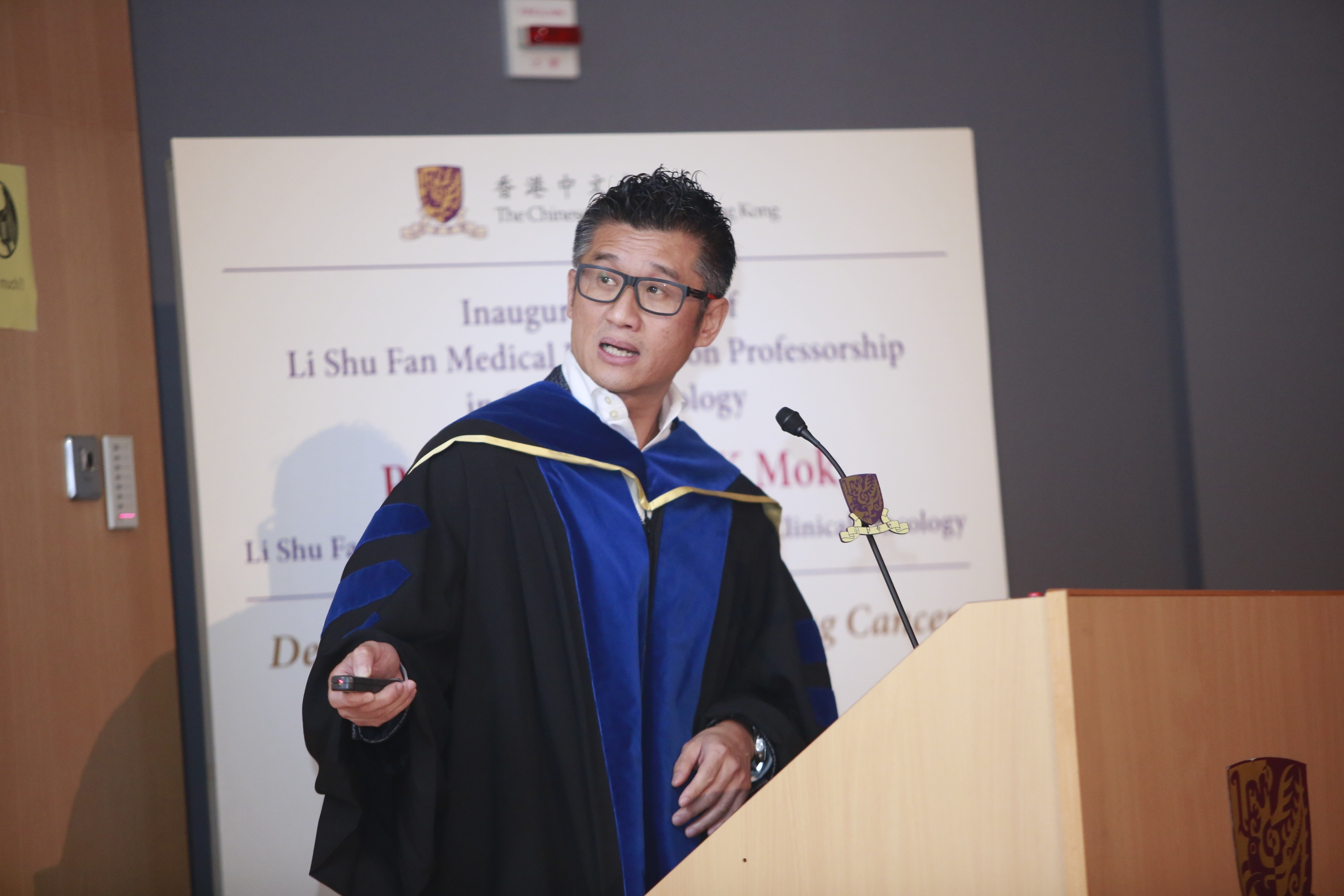 Prof. Tony Mok delivers his inaugural lecture as Li Shu Fan Medical Foundation Professor of Clinical Oncology.