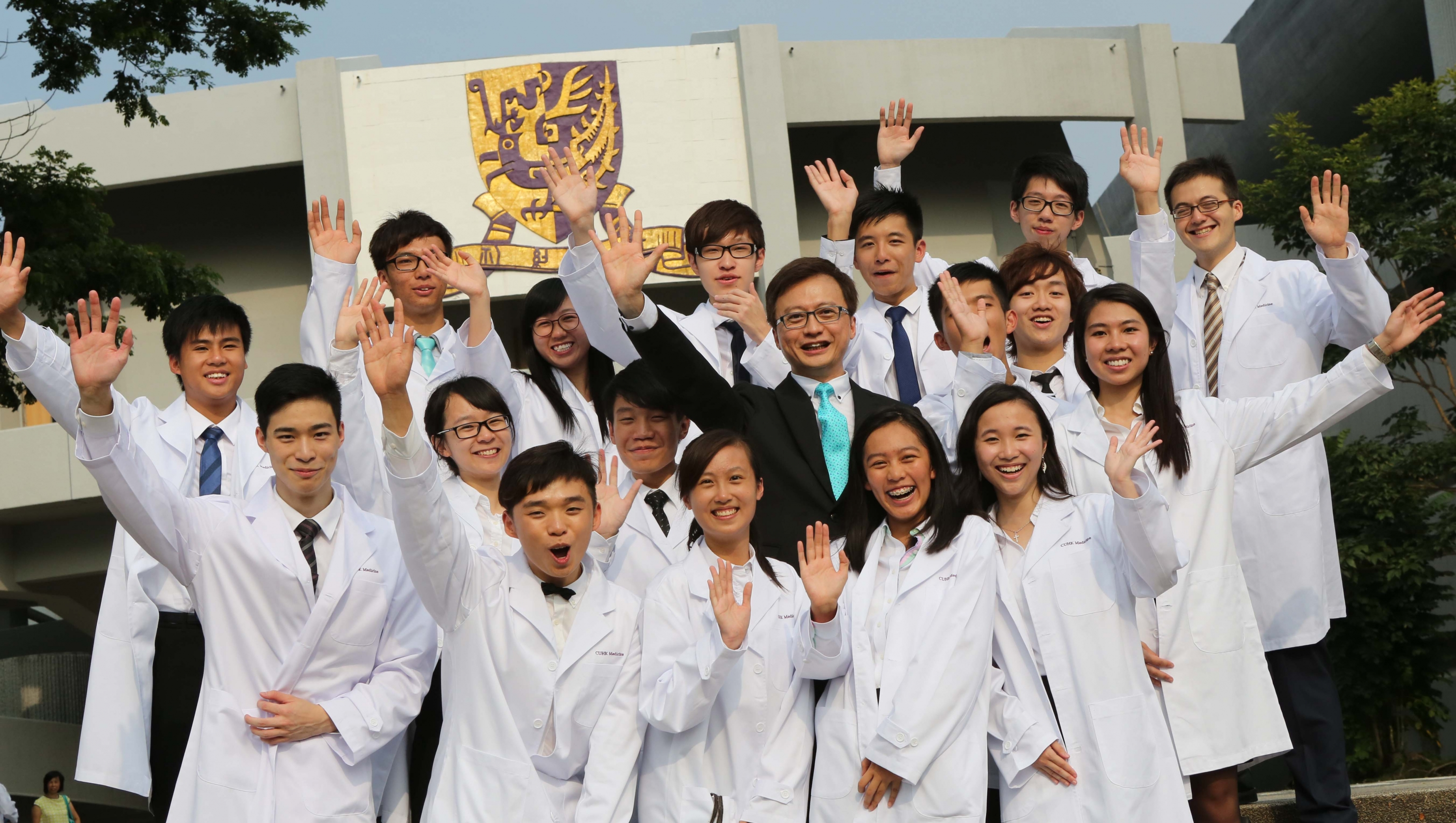 The white coat is a potent symbol for doctors. Putting on their white coats, the medical students will begin an exciting and momentous journey of discovery and learning.