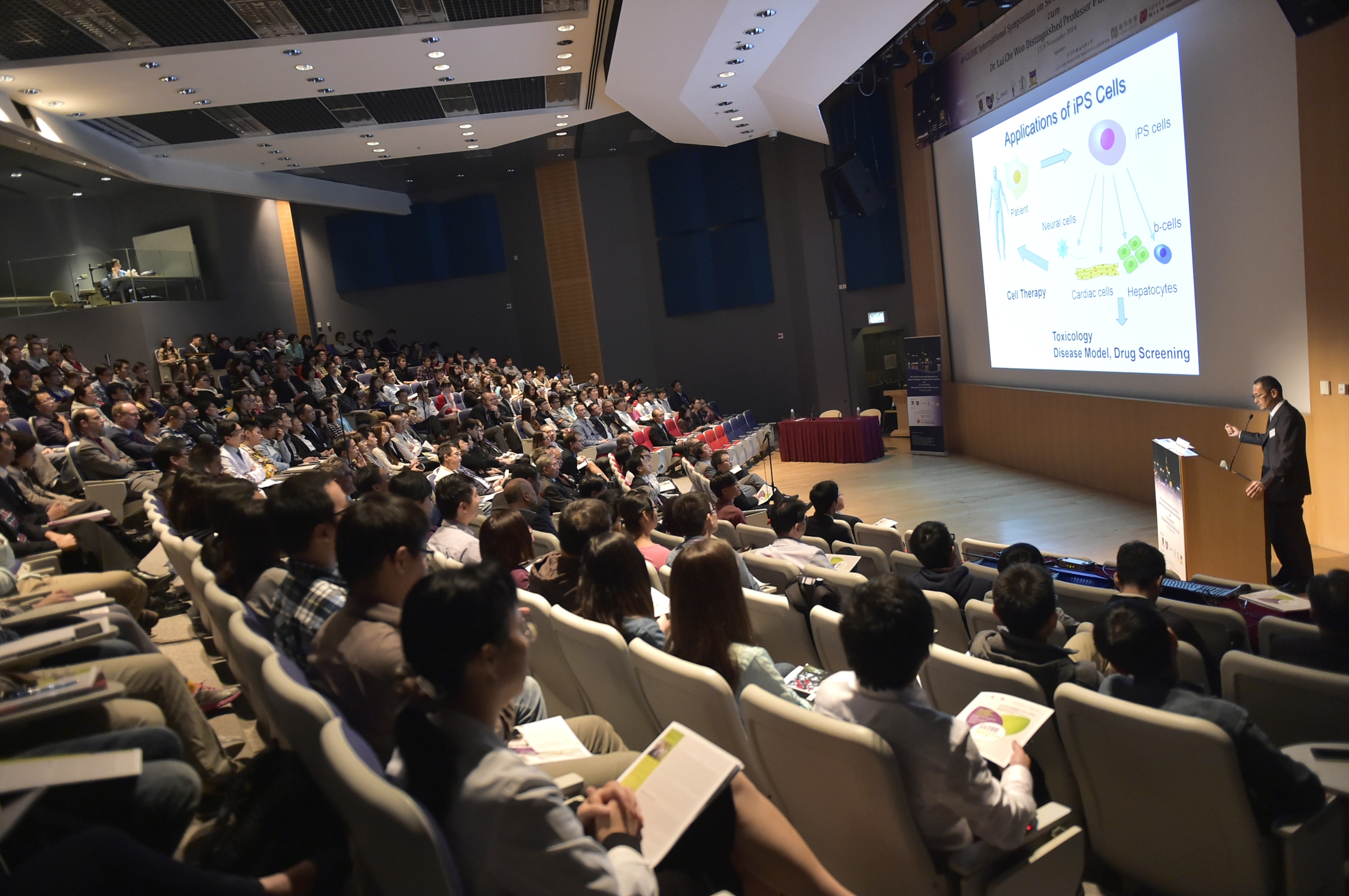 The 'Dr Lui Che Woo Distinguished Professor Public Lecture' draws over 300 guests in attendance.