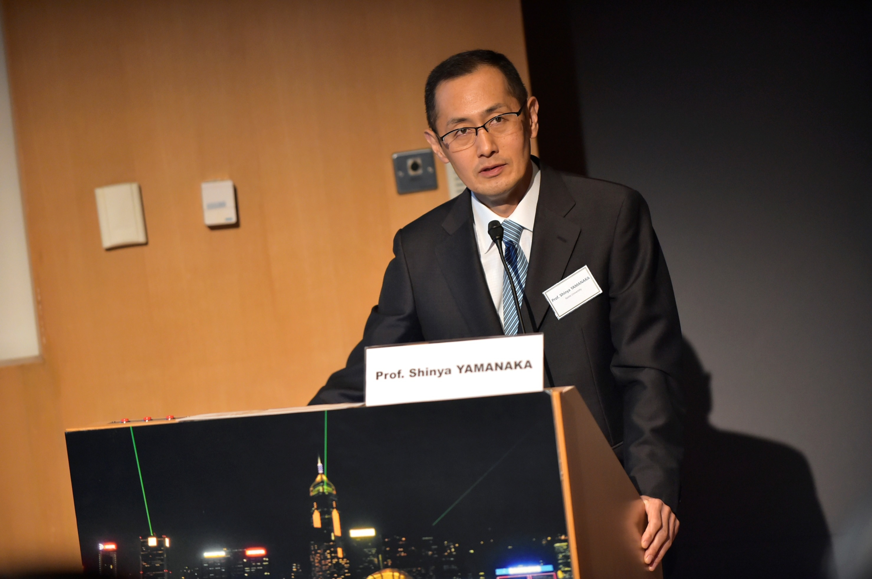 Prof. Shinya Yamanaka, Nobel Laureate in Physiology or Medicine 2012, Shaw Laureate in Life Science and Medicine 2008, and Director of the Center for iPS Cell Research and Application in Kyoto University, has been invited to be Dr. Lui Che Woo Distinguished Professor and deliver a public lecture on 'New Era of Medicine with iPS Cells'.