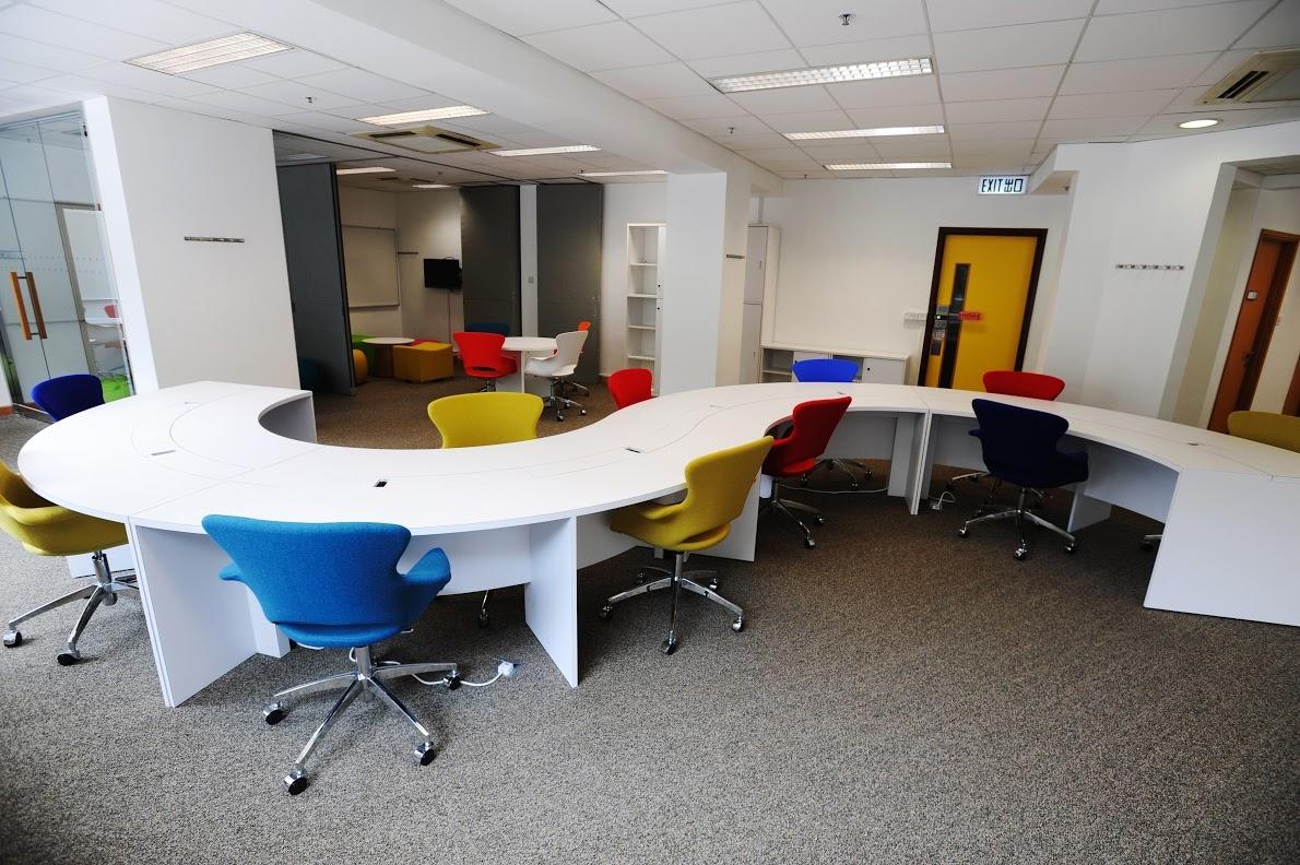 Pi Centre為有志創業的學生免費提供專用的工作間、各項專業設備、軟件資源,以及創業顧問服務等,協助學生實踐產品和服務概念。