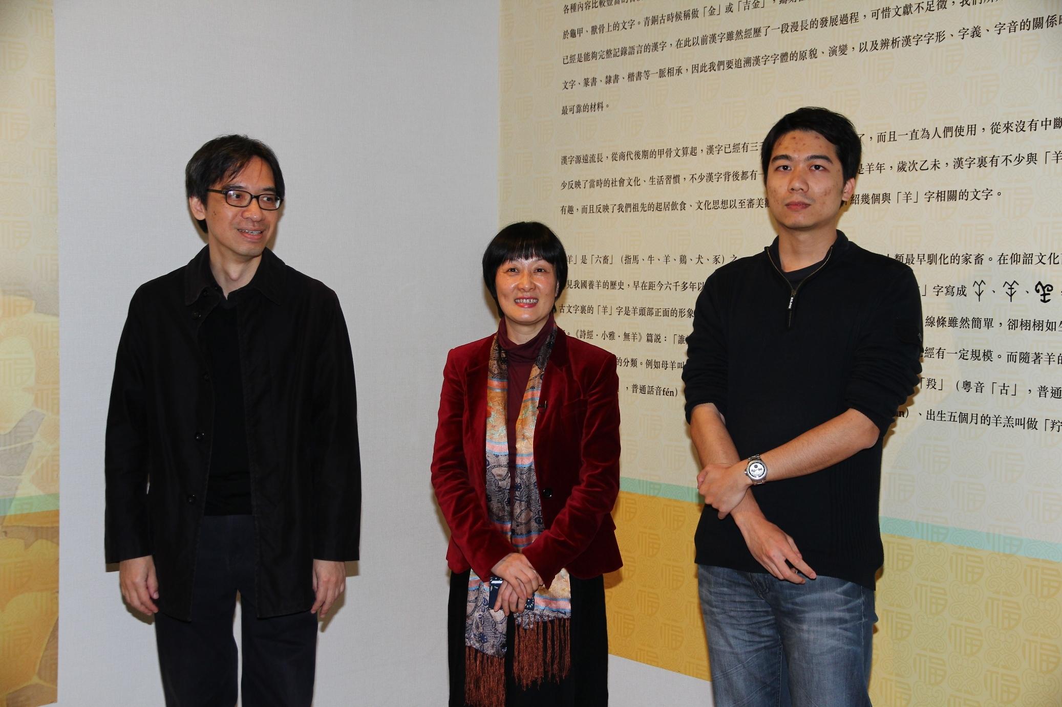 (From left) Prof. Mok Kar-leung, Chairman, Department of Fine Arts; Prof. Xu Xiaodong, Associate Director, Art Museum; and Mr. Zhan Zhenpeng, PhD student, Department of Fine Arts, CUHK.