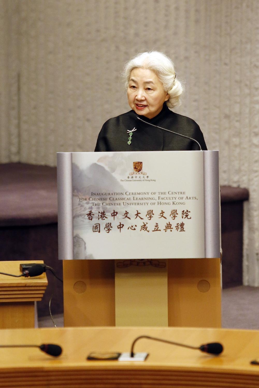 香港特别行政区政府基本法委员会副主任委员梁爱诗女士祝贺国学中心成立。