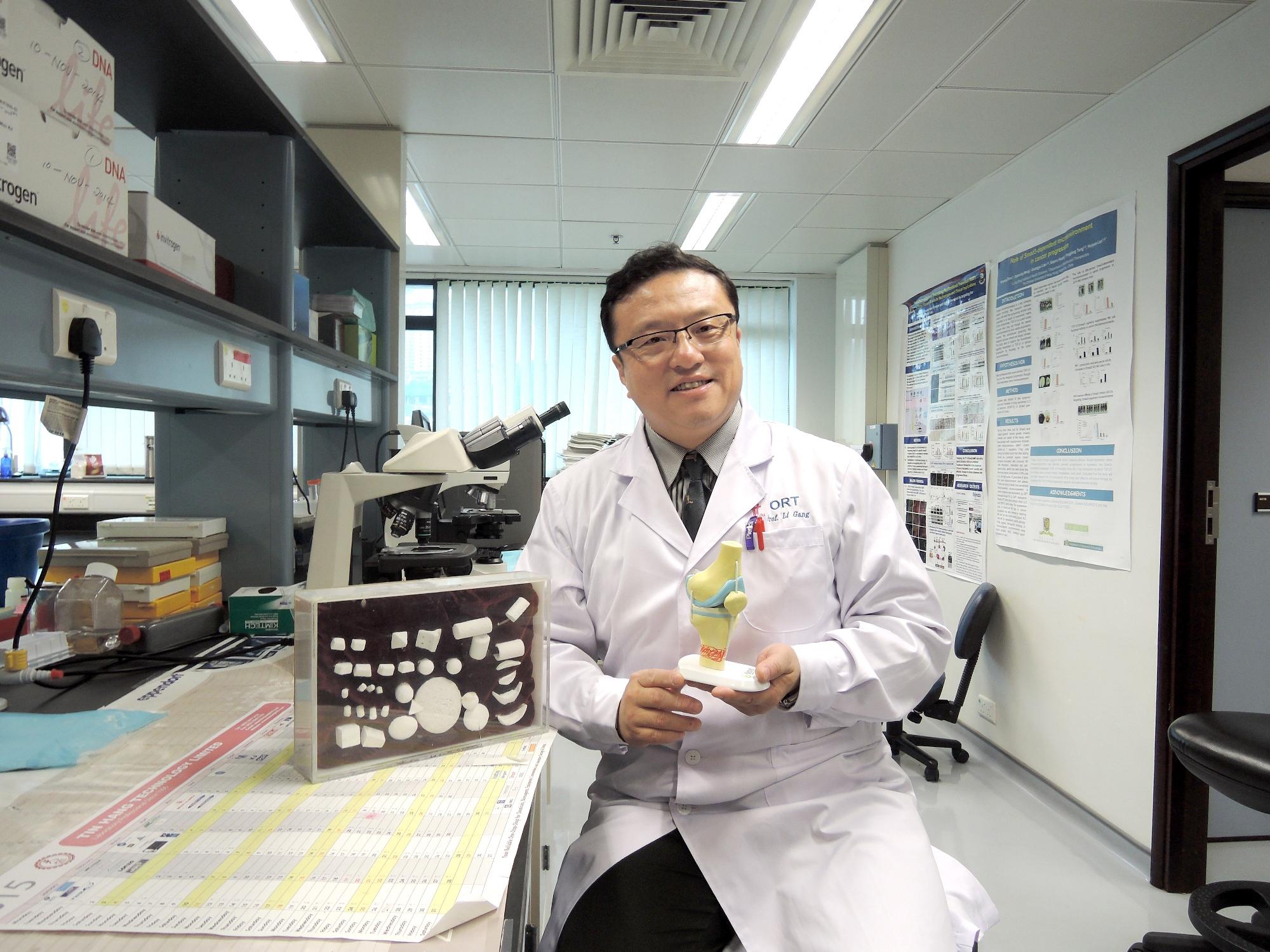 中大矫形外科及创伤学系教授李刚教授参与的组织工程骨研究获得2014年度高等学校科学研究优秀成果奖(科学技术)自然科学类别一等奖。