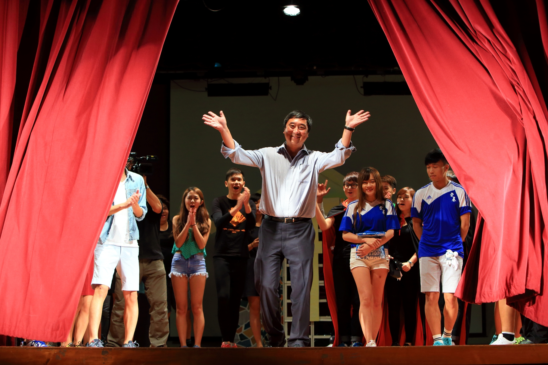 Prof. Joseph Sung joins a drama performance by Chung Chi College.