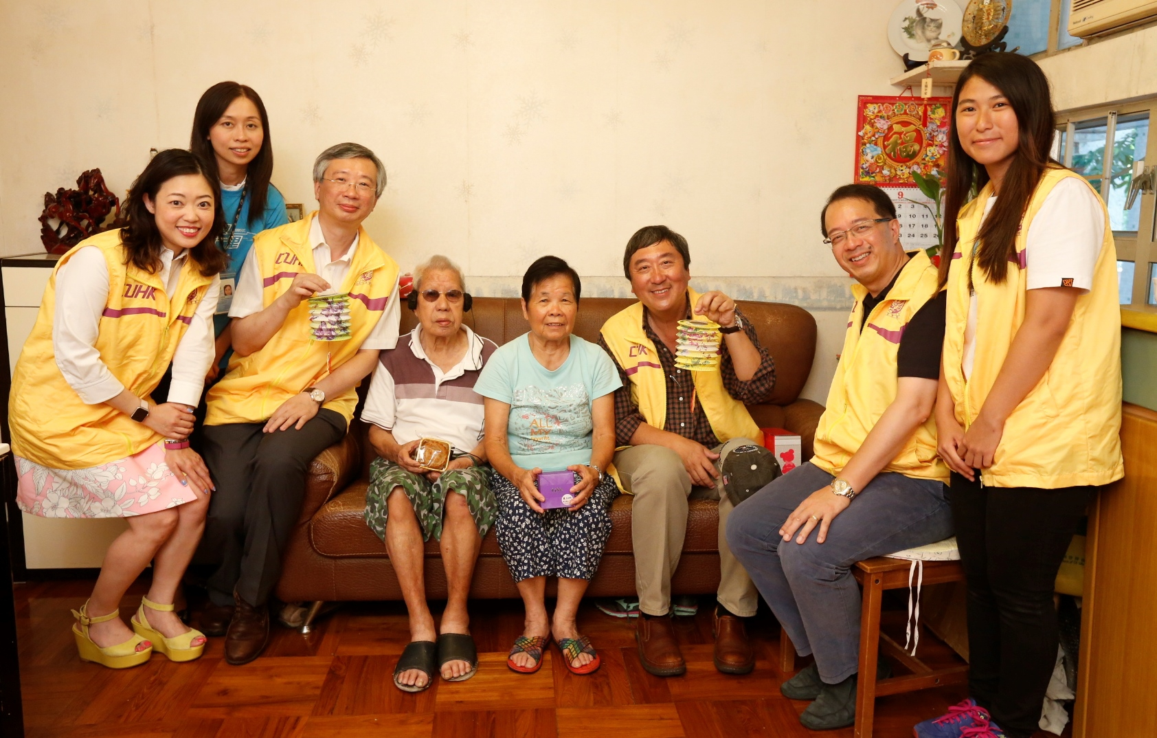 Prof. Joseph Sung visits elderly people living in Ma On Shan.