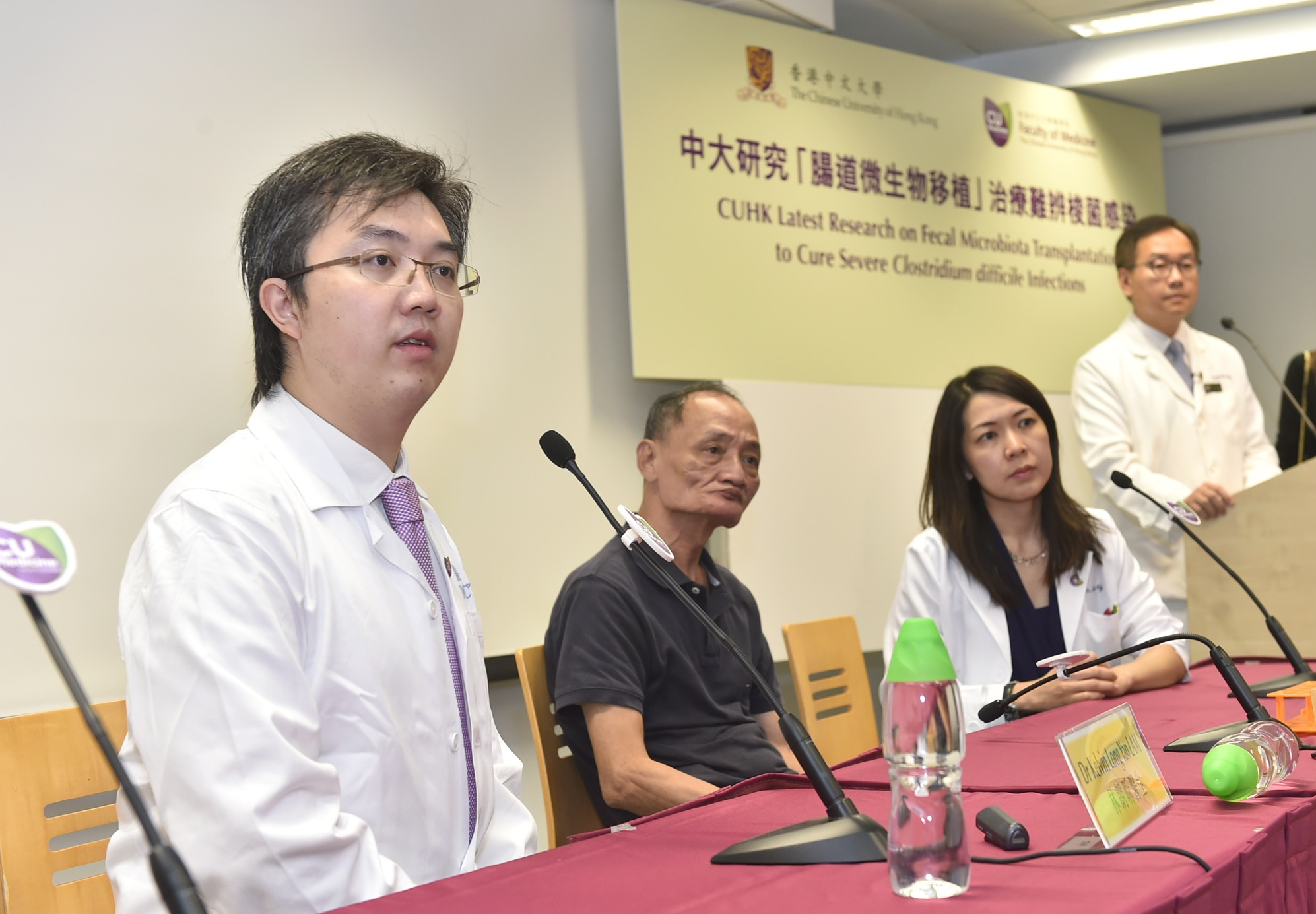 Mr Cheng (2nd left) kept suffering from diarrhea after 3 courses of antibiotic treatment. After FMT treatment, his symptoms have been relieved and there is no recurrence till now.