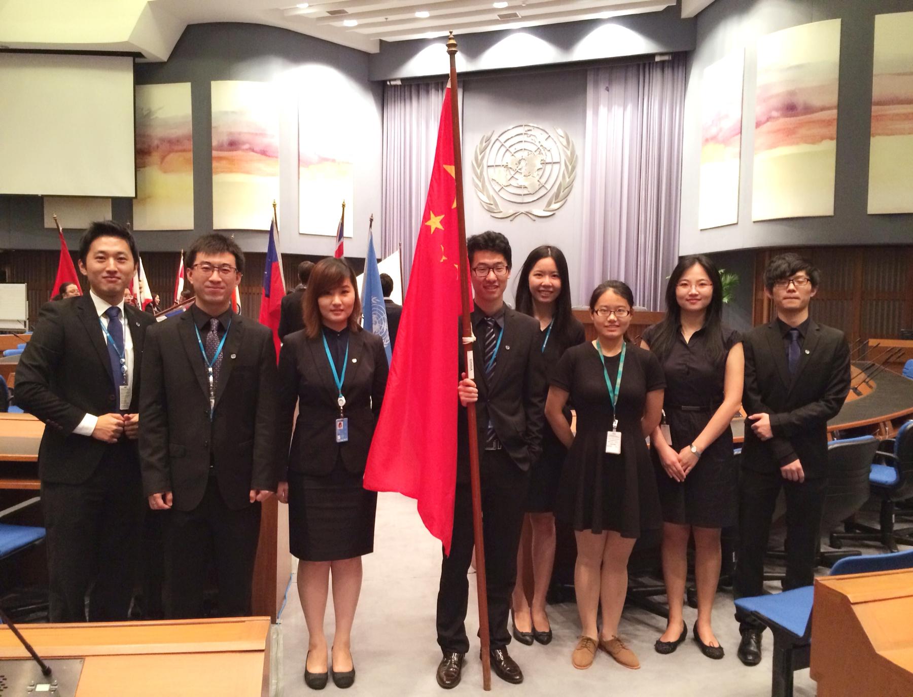 中大实习生在第71届联合国亚太经社会大会担任志愿者。