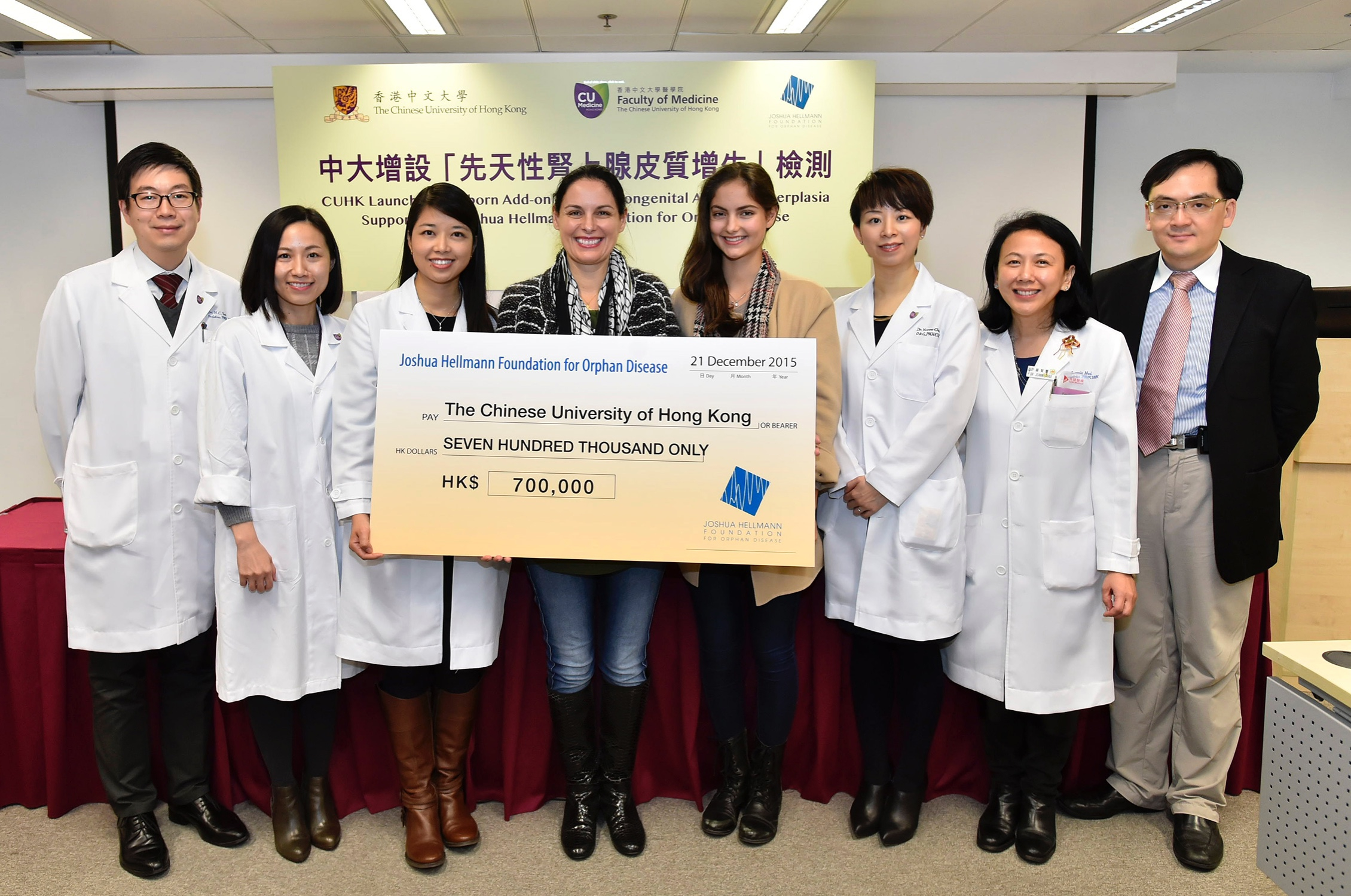 (4th and 5th from left) Mrs Christina STRONG, Founder and Chair of the Joshua Hellmann Foundation (JHF) for Orphan Disease, and her daughter present a cheque to CUHK Medicine.