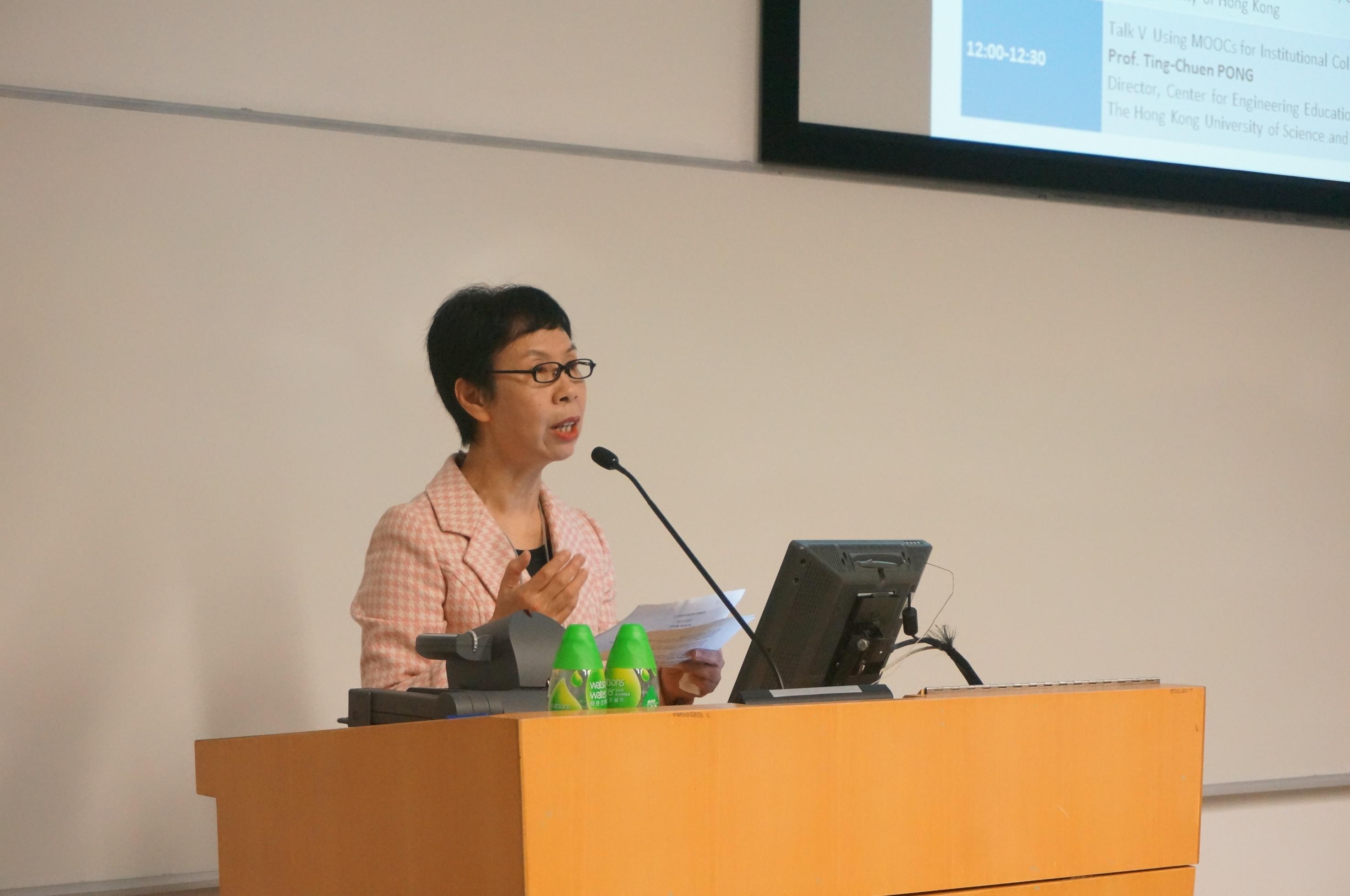 澳大拉西亞高等教育研究與發展協會香港分會主席關笑芳博士致歡迎辭。