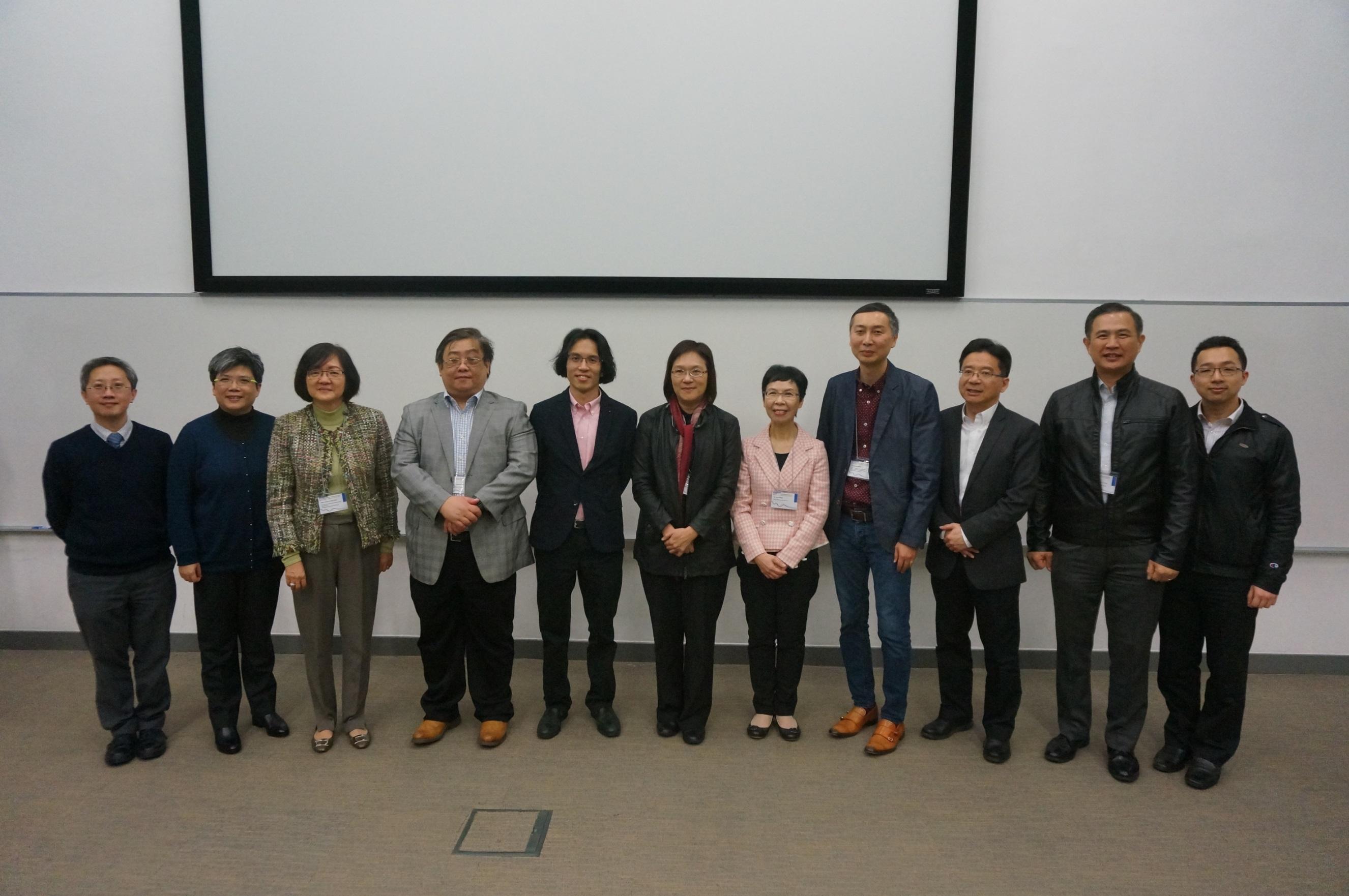 中大副校長潘偉賢教授 (中) 與嘉賓、演講者及籌委會成員合影留念。