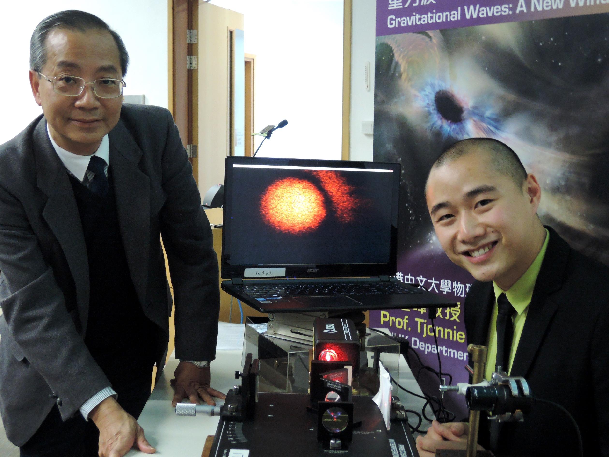 中大物理系系主任吳恒亮教授(左)與黎冠峰教授