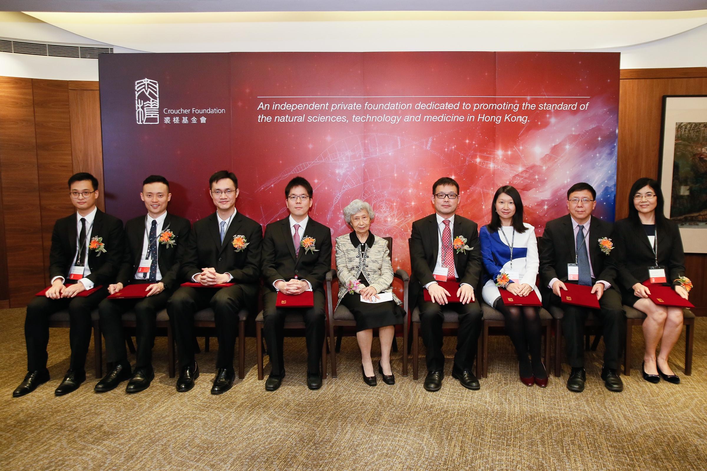 (From left) Dr Ho Yu AU-YEUNG (HKU), Prof Jonathan Chung-hang CHOI (CUHK), Dr Heming CUI (HKU), Prof Gyuboong JO (HKUST), Prof Rosie YOUNG, GBS, JP, Prof Guanhua CHEN (HKU), Prof Rossa Wai-kwun CHIU (CUHK), Prof Aimin XU (HKU), and Prof Jun YU (CUHK).
