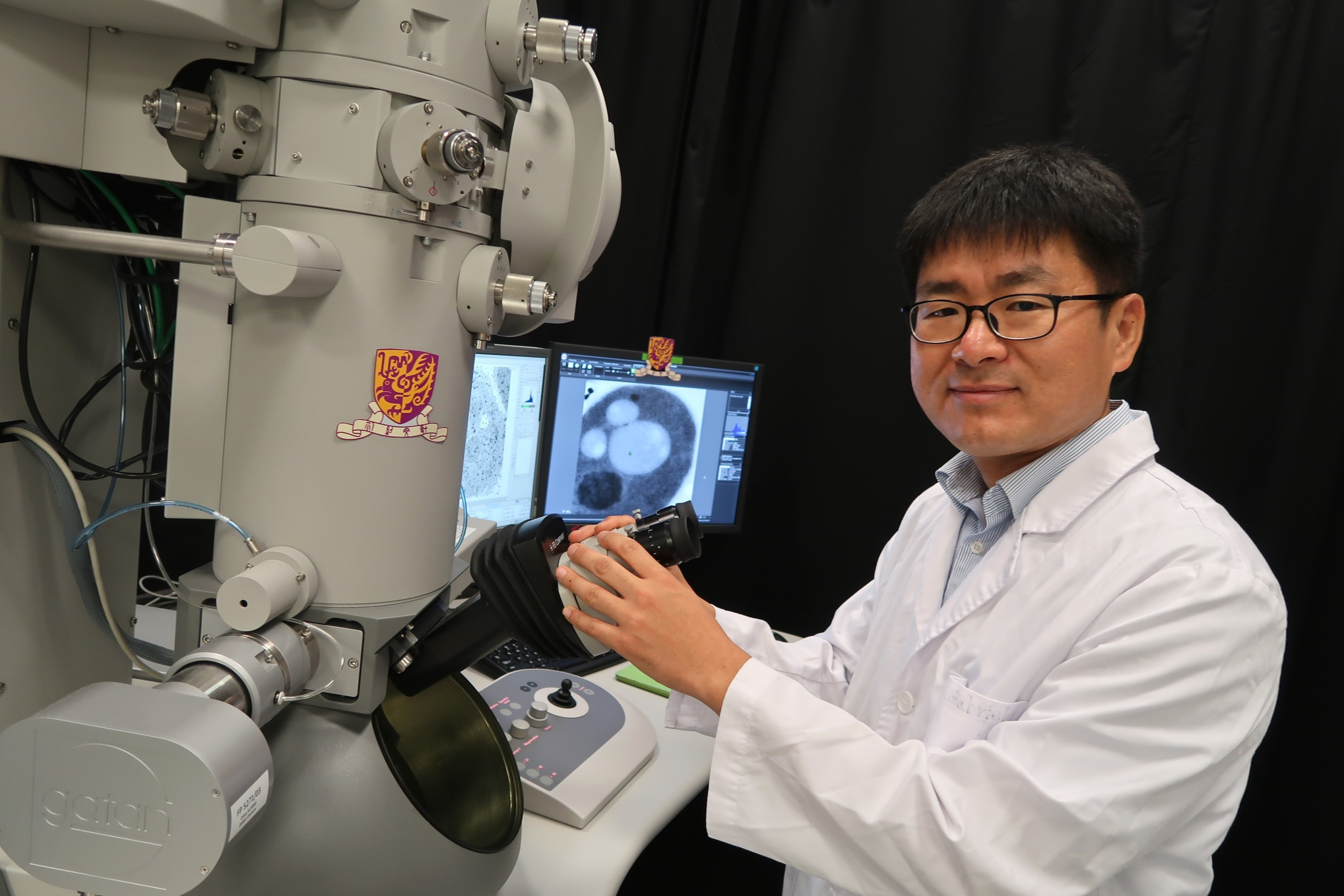 Prof. Byung-Ho Kang reveals the self-degradation of sperm mitochondria in C. elegans using electron tomography. The results are published in Science.