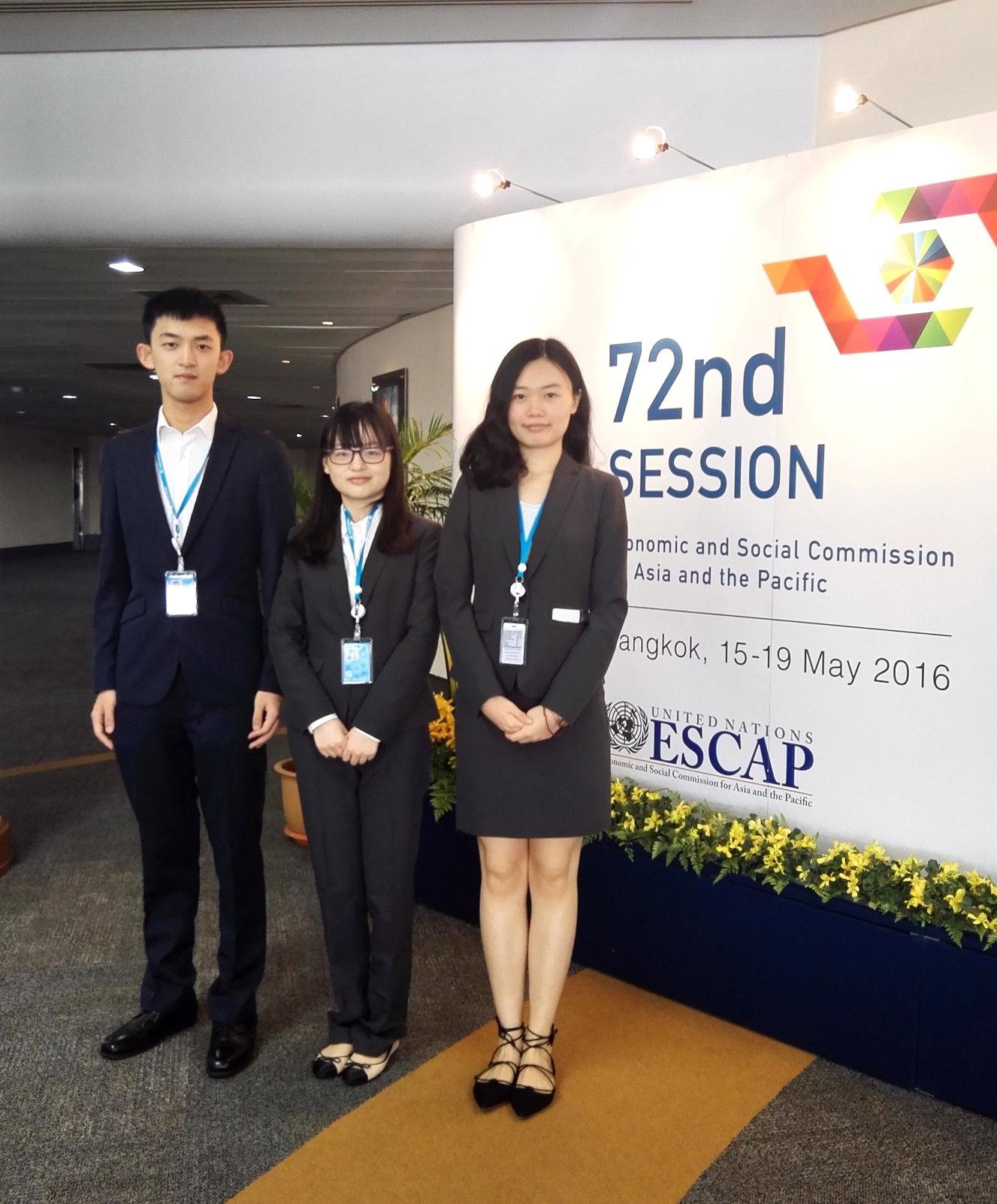 中大实习生于UNESCAP第72届年会中担任志愿者。